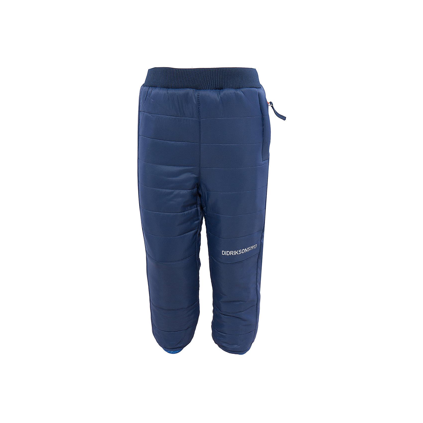 Брюки Kilpa двухсторонние DIDRIKSONSХарактеристики товара:<br><br>• цвет: синий/голубой<br>• материал: 100% полиэстер, подкладка 100% полиэстер<br>• стеганые<br>• температурный режим от +5 до +20, можно использовать в качестве поддёвы<br>• резинка на поясе<br>• страна бренда: Швеция<br>• страна производства: Китай<br><br>Такие стеганые брюки сейчас очень популярны у детей! Это не только стильно, но еще и очень комфортно, а также тепло. Качественные брюки обеспечат ребенку удобство при прогулках и активном отдыхе в прохладные дне, в межсезонье или зимой. Такая модель от шведского производителя легко стирается, подходит под разные погодные условия.<br>Модель сшита из качественной ткани, дополнена мягкой широкой резинкой на поясе. Очень стильная и удобная модель! Изделие качественно выполнено, сделано из безопасных для детей материалов. <br><br>Брюки от бренда DIDRIKSONS можно купить в нашем интернет-магазине.<br><br>Ширина мм: 215<br>Глубина мм: 88<br>Высота мм: 191<br>Вес г: 336<br>Цвет: голубой<br>Возраст от месяцев: 12<br>Возраст до месяцев: 15<br>Пол: Унисекс<br>Возраст: Детский<br>Размер: 80,130,90,100,120,140<br>SKU: 5003980