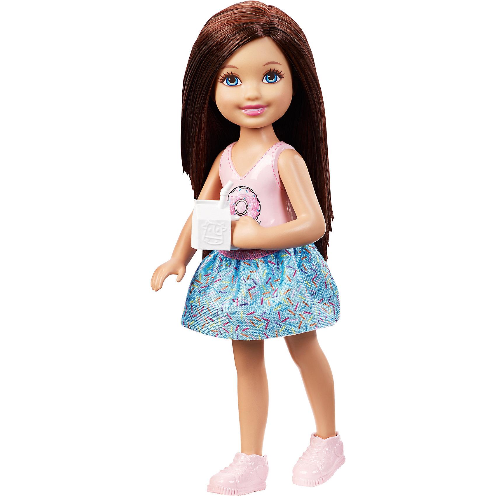 Кукла Челси, BarbieКуклы Челси – мечта любой девочки! Красивая кукла с интересным нарядом станет прекрасным подарком для малышки. У каждой модели есть свой стиль, образ и красивая одежда. Примечательно, что в комплекте идет несколько нарядов, а так же необычные аксессуары. Кукла из серии Челси имеет свое хобби или занятие. Комплект подобран под один вид действия. Собрав у себя дома всех кукол, можно создавать увлекательные истории и играть одновременно со всеми! Материалы, использованные при изготовлении, отвечают всем требованиям по качеству и безопасности.<br><br>Дополнительная информация: <br><br>цвет: в ассортименте;<br>материал: пластик, текстиль.<br><br>Куклы Челси, Barbie от компании Mattel можно приобрести в нашем магазине.<br><br>Ширина мм: 40<br>Глубина мм: 90<br>Высота мм: 160<br>Вес г: 79<br>Возраст от месяцев: 36<br>Возраст до месяцев: 120<br>Пол: Женский<br>Возраст: Детский<br>SKU: 5004444
