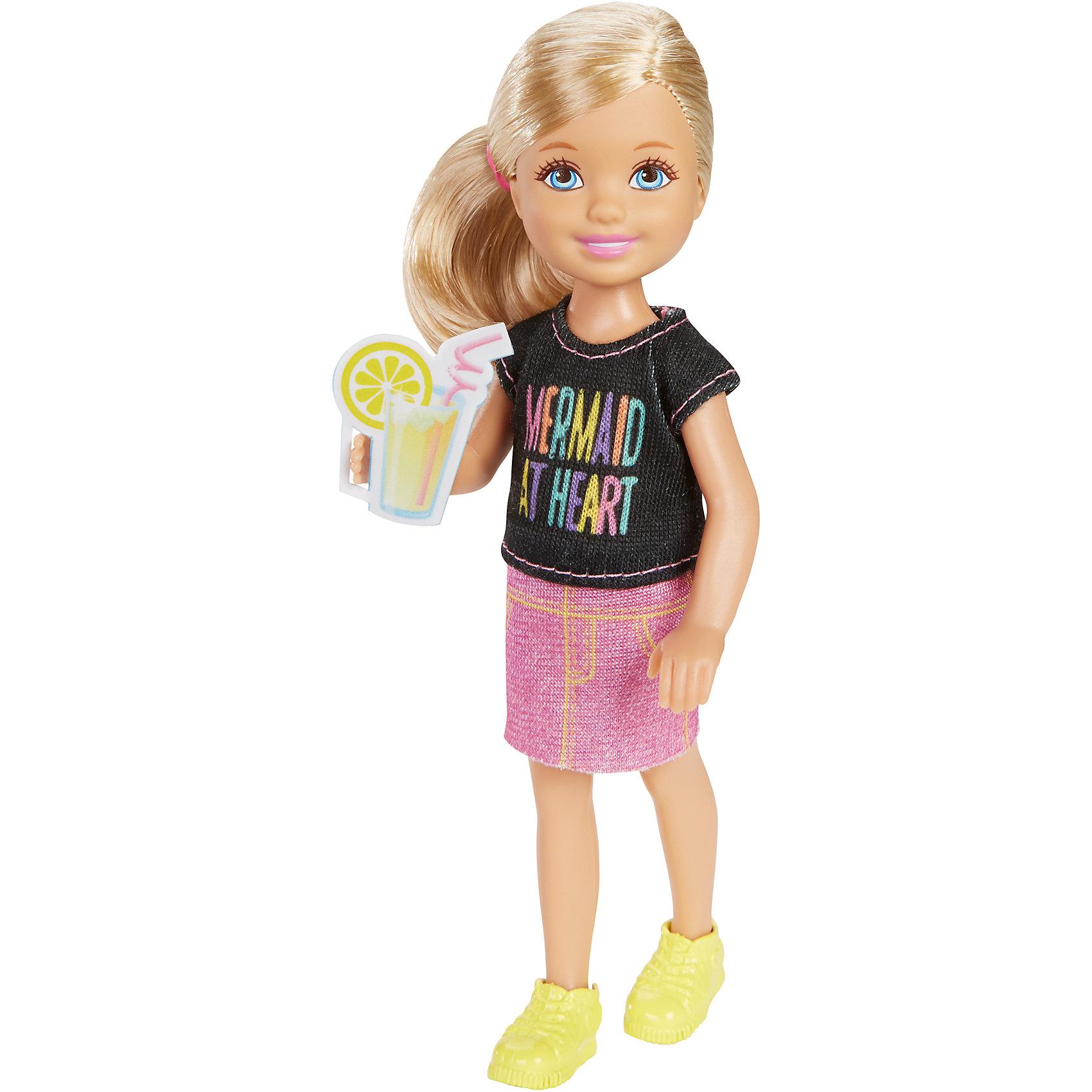 Кукла Челси с аксессуарами, BarbieКуклы Челси – невероятно модный тренд в мире игрушек для девочек. О куклах мечтают, их коллекционируют и превращают в культ. Мультфильм  «Barbie и сестры: охота за щенками» - один из любимых картин девочек. Порадовать ребенка куклой – героиней из этого фильма будет прекрасным решением.  Каждая кукла – уникальный образ и умопомрачительный наряд. Собрав все куклы коллекции, девочка будет невероятно счастлива! Отдельно можно приобрести дополнительные наряды. Материалы, использованные при изготовлении игрушек, полностью безопасны для детей и отвечают всем требованиям по качеству.<br><br>Дополнительная информация: <br><br>цвет: в ассортименте;<br>материал: пластик, текстиль.<br><br>Куклы Челси с аксессуарами, Barbie от компании Mattel можно приобрести в нашем магазине.<br><br>Ширина мм: 40<br>Глубина мм: 90<br>Высота мм: 160<br>Вес г: 73<br>Возраст от месяцев: 36<br>Возраст до месяцев: 120<br>Пол: Женский<br>Возраст: Детский<br>SKU: 5004446