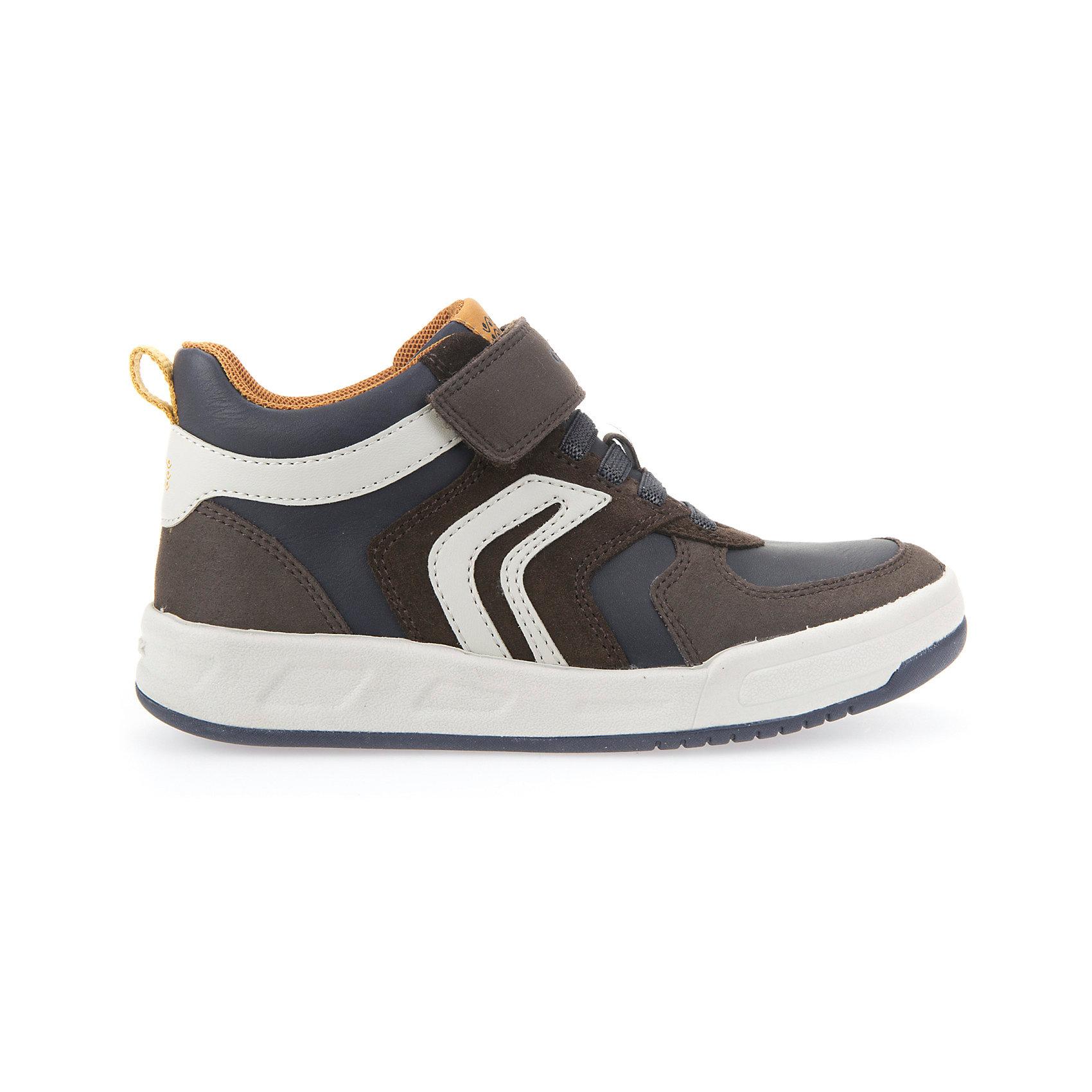 Кроссовки для мальчика GEOXСтильные кроссовки для мальчика от знаменитого итальянского бренда взрослой и детской одежды и обуви GEOX (Геокс). Кроссовки представлены в приятном темно-бежевом цвете, который отлично сочетается с синими деталями и белой подошвой. Легкие кроссовки имеют все необходимое для удобства и комфорта ребенка в течение всего дня. Разработанная технология подошвы кроссовок не позволяет им скользить, отлично амортизирует шаги и позволяет стопе дышать. Мягкая подошва отлично гнется, обеспечивая безопасность шагов, поддерживая стопу и оставляя свободу движения. Эргономичная кожаная антибактериальная стелька и задник фиксируют голеностоп и удобны в носке. Внутренний материал позволяет легко надевать и снимать кроссовки. <br>Дополнительная информация:<br>- Состав:<br>верх:  70% синтетика,30 % натуральная кожа<br>подкладка:  текстиль <br>стелька: натуральная кожа <br>подошва: резина<br>Кроссовки для мальчика GEOX (Геокс) можно купить в нашем магазине.<br>Подробнее:<br>• Для детей в возрасте: от 6 до 12 лет<br>• Номер товара: 5007872<br>Страна производитель: Индонезия<br><br>Ширина мм: 250<br>Глубина мм: 150<br>Высота мм: 150<br>Вес г: 250<br>Цвет: коричневый<br>Возраст от месяцев: 120<br>Возраст до месяцев: 132<br>Пол: Мужской<br>Возраст: Детский<br>Размер: 34,32,30,31,29,28,27,33,38,37,36,35<br>SKU: 5007872