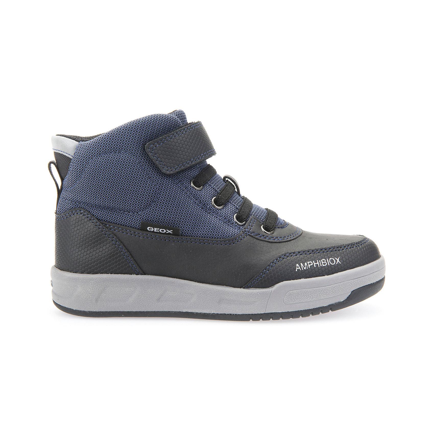 Ботинки для мальчика GEOXСтильные ботинки для мальчика от знаменитого итальянского бренда взрослой и детской одежды и обуви GEOX (Геокс). Ботинки представлены в классическом темно-синем цвете, который отлично сочетается с черными деталями отделки и серой подошвой. Идеальные ботинки на каждый день имеют все необходимое для удобства и комфорта ребенка. Разработанная технология подошвы ботинок не позволяет им скользить, отлично амортизирует шаги и позволяет стопе дышать. Мягкая подошва отлично гнется, обеспечивая безопасность шагов, поддерживая стопу и оставляя свободу движения. Эргономичная войлочная стелька и высокий задник хорошо фиксируют голеностоп и удобны в носке. Внутренний материал и практичная застежка на липучках позволяют легко надевать и снимать кроссовки, не заботясь о шнурках. Полуботинки оставляют ноги ребенка сухими, позволяя им дышать. Рекомендованы на сезон осень-весна.<br>Дополнительная информация:<br>- Состав:<br>верх: синтетика <br>подкладка:  текстиль <br>стелька:  войлок<br>подошва: резина<br>Ботинки для мальчика GEOX (Геокс) можно купить в нашем магазине.<br>Подробнее:<br>• Для детей в возрасте: от 5 до 12 лет<br>• Номер товара: 5007913<br>Страна производитель: Вьетам<br><br>Ширина мм: 257<br>Глубина мм: 180<br>Высота мм: 130<br>Вес г: 420<br>Цвет: черный<br>Возраст от месяцев: 36<br>Возраст до месяцев: 48<br>Пол: Мужской<br>Возраст: Детский<br>Размер: 27,38,28,29,30,31,32,33,34,35,36,37<br>SKU: 5007913