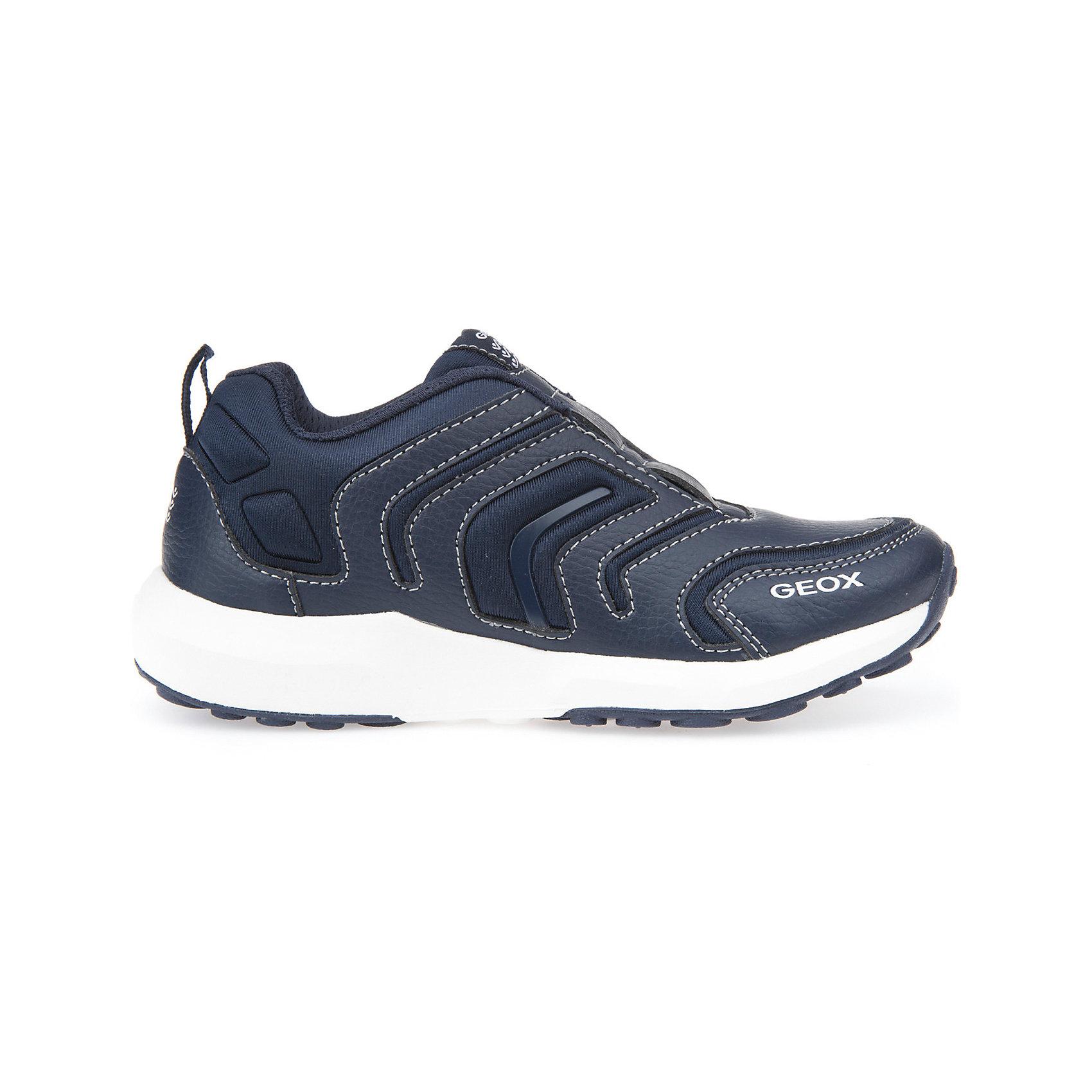 Кроссовки для мальчика GEOXКроссовки<br>Практичные кроссовки для мальчика от знаменитого итальянского бренда взрослой и детской одежды и обуви GEOX (Геокс). Кроссовки представлены в классическом синем цвете, который отлично сочетается с белой подошвой и объемные детали отделки. Идеальные для игр, легкие кроссовки имеют все необходимое для удобства и комфорта ребенка в течение всего дня. Разработанная технология подошвы кроссовок не позволяет им скользить, отлично амортизирует шаги и позволяет стопе дышать. Мягкая подошва отлично гнется, обеспечивая безопасность шагов малыша, поддерживая стопу, позволяя стоять более уверенно и оставляя свободу движения. Эргономичная кожаная антибактериальная стелька и высокий задник хорошо фиксируют голеностоп и удобны в носке. Внутренний материал и резинка позволяют легко надевать и снимать кроссовки, не заботясь о шнурках или застежках. Кроссовки оставляют ноги ребенка сухими, позволяя им дышать. <br>Дополнительная информация:<br>- Состав:<br>верх:  68% синтетика,32 % текстиль<br>подкладка: 89% текстиль, 6% синтетика, 5 % синтетика<br>стелька: 76% натуральная кожа, 24 синтетика<br>подошва: резина<br>Кроссовки для мальчика GEOX (Геокс) можно купить в нашем магазине.<br>Подробнее:<br>• Для детей в возрасте: от 6 до 11 лет<br>• Номер товара: 5007926<br>Страна производитель: Китай<br><br>Ширина мм: 250<br>Глубина мм: 150<br>Высота мм: 150<br>Вес г: 250<br>Цвет: голубой<br>Возраст от месяцев: 108<br>Возраст до месяцев: 120<br>Пол: Мужской<br>Возраст: Детский<br>Размер: 33,27,38,37,36,35,34,32,31,30,29,28<br>SKU: 5007926