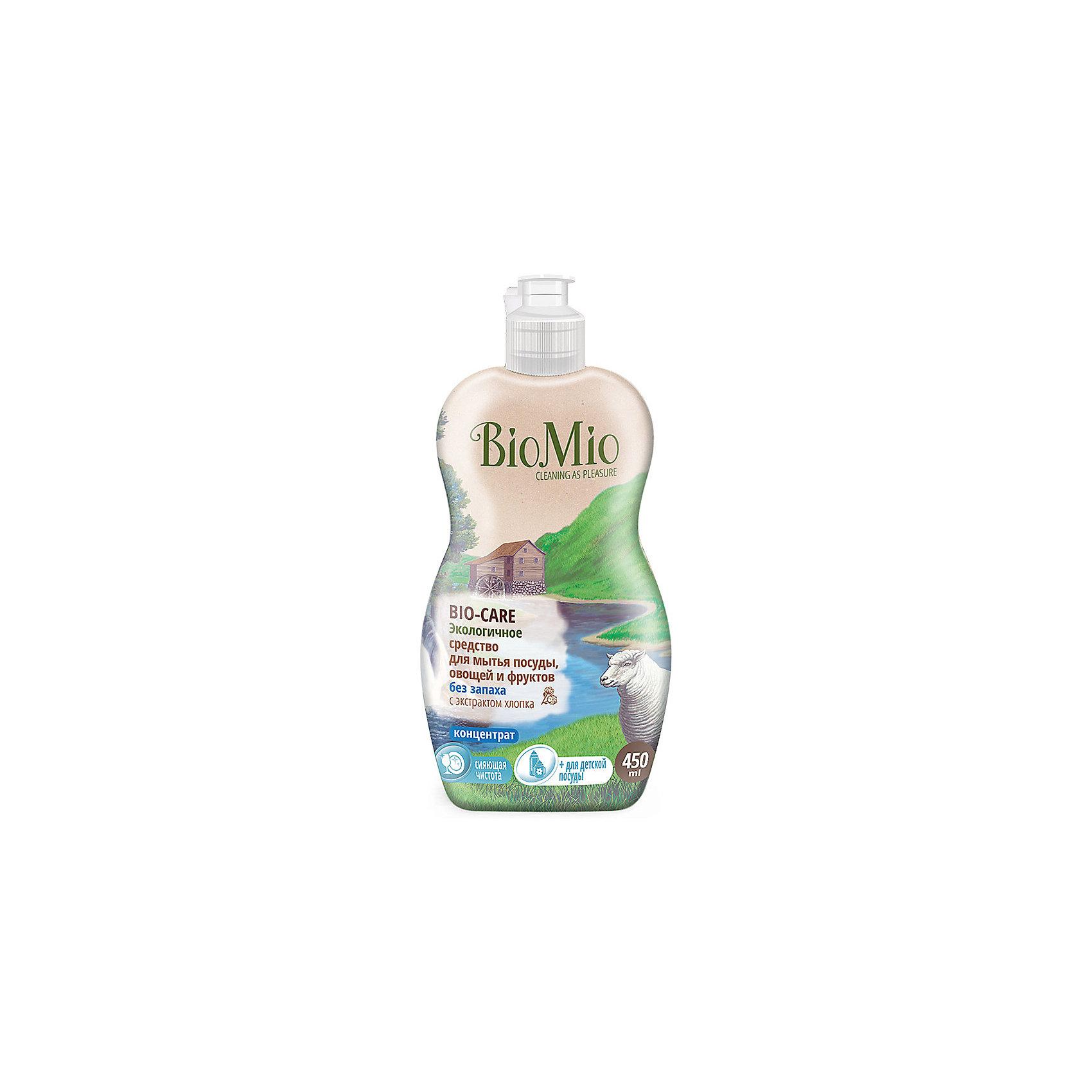 Экологичное средство для мытья посуды, овощей и фруктов без запаха, BIO MIOБытовая химия<br>Экологичное средство для мытья посуды, овощей и фруктов без запаха, от известного бренда из Дании BIO MIO (Био Мио). Впустите атмосферу безопасной чистоты в ваш дом! Это средство не имеет запаха и хорошо справляется с остатками пищи и загрязнениями, не оставляя разводов и уничтожая микробы, благодаря антибактериальной формуле. Концентрированная формула позволит использовать стандартную бутылочку объема 450 мл. дольше обычного.  РH нейтральный, не имеет в составе небезопасных веществ и искусственных добавок. Экстракт хлопка оказывает благотворное воздействие и оберегает руки, сохраняя их нежность. Этим средством рекомендовано пользоваться с первых дней малыша. Датское качество отвечает европейским стандартам и осуществляет безопасную заботу о детях и планете.<br><br>Дополнительная информация:<br><br>- Объем: 450 мл. <br>- Не содержит искусственные ароматизаторы и красители, агрессивные ПАВ, нефтепродукты, PEG, фосфаты, хлор, SLS/SLES.<br><br>Экологичное средство для мытья посуды, овощей и фруктов без запаха, BIO MIO (Био Мио) можно купить в нашем интернет-магазине.<br>Подробнее:<br>• Для детей в возрасте: от 0 лет<br>• Номер товара: 5008292 <br>Страна производитель: Дания<br><br>Ширина мм: 300<br>Глубина мм: 100<br>Высота мм: 50<br>Вес г: 500<br>Возраст от месяцев: 0<br>Возраст до месяцев: 36<br>Пол: Унисекс<br>Возраст: Детский<br>SKU: 5008292