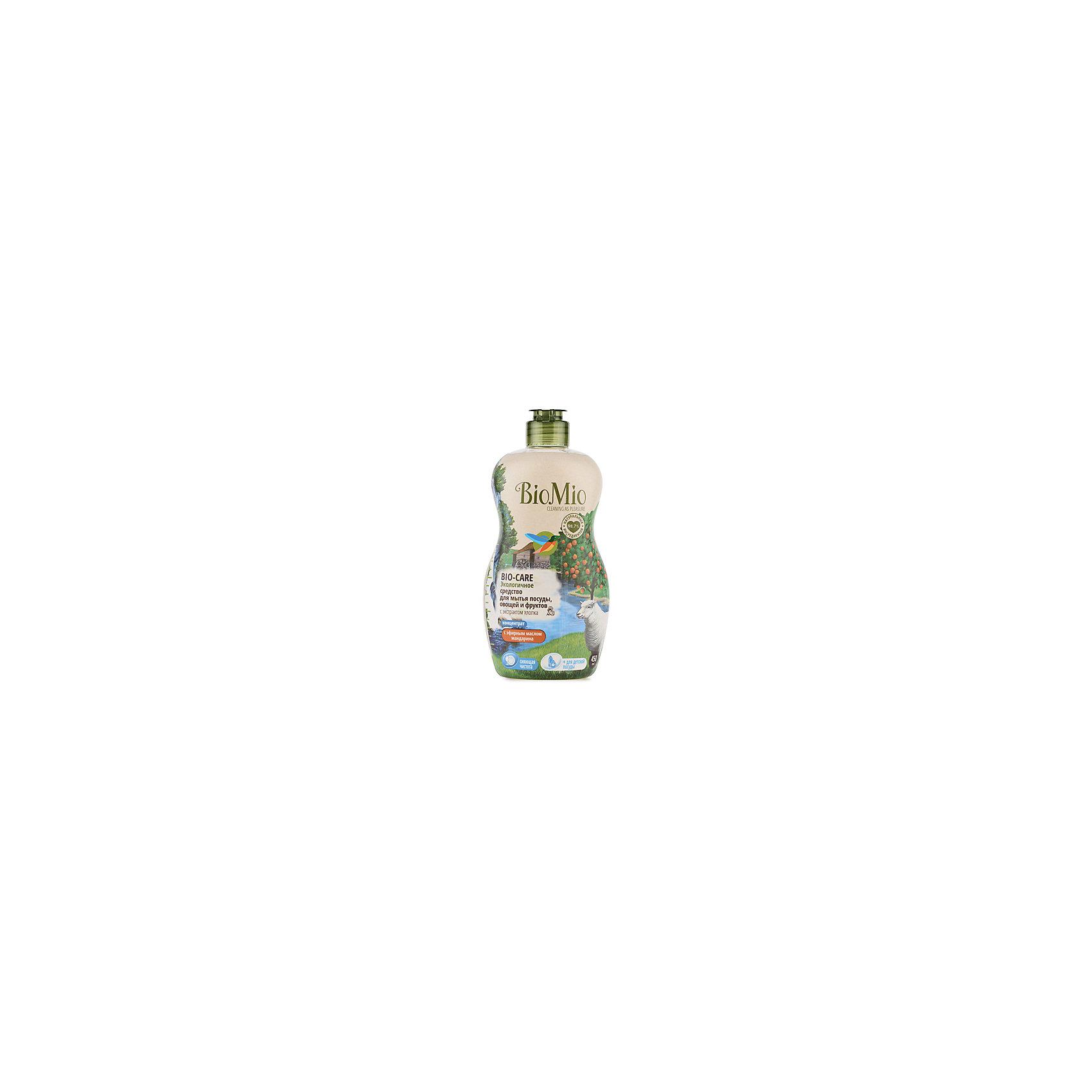 Экологичное средство для мытья посуды, овощей и фруктов с маслом мандарина, BIO MIOБытовая химия<br>Экологичное средство для мытья посуды, овощей и фруктов с маслом мандарина, от известного бренда из Дании BIO MIO (Био Мио). Впустите атмосферу мандарина и безопасной чистоты в ваш дом! Это средство имеет в составе эфирное масло мандарина и хорошо справляется с остатками пищи и загрязнениями, не оставляя разводов и уничтожая микробы, благодаря антибактериальной формуле. Концентрированная формула позволит использовать стандартную бутылочку объема 450 мл. дольше обычного. РH нейтральный, не имеет в составе небезопасных веществ и искусственных добавок. Экстракт хлопка оказывает благотворное воздействие и оберегает руки, сохраняя их нежность. Этим средством рекомендовано пользоваться с первых дней малыша. Датское качество отвечает европейским стандартам и осуществляет безопасную заботу о детях и планете.<br>Дополнительная информация:<br><br>- Объем: 450 мл. <br>- Не содержит искусственные ароматизаторы и красители, агрессивные ПАВ, нефтепродукты, PEG, фосфаты, хлор, SLS/SLES.<br><br>Экологичное средство для мытья посуды, овощей и фруктов с маслом мандарина, BIO MIO (Био Мио) можно купить в нашем интернет-магазине.<br>Подробнее:<br>• Для детей в возрасте: от 0 лет<br>• Номер товара: 5008294 <br>Страна производитель: Дания<br><br>Ширина мм: 300<br>Глубина мм: 100<br>Высота мм: 50<br>Вес г: 500<br>Возраст от месяцев: 0<br>Возраст до месяцев: 36<br>Пол: Унисекс<br>Возраст: Детский<br>SKU: 5008294