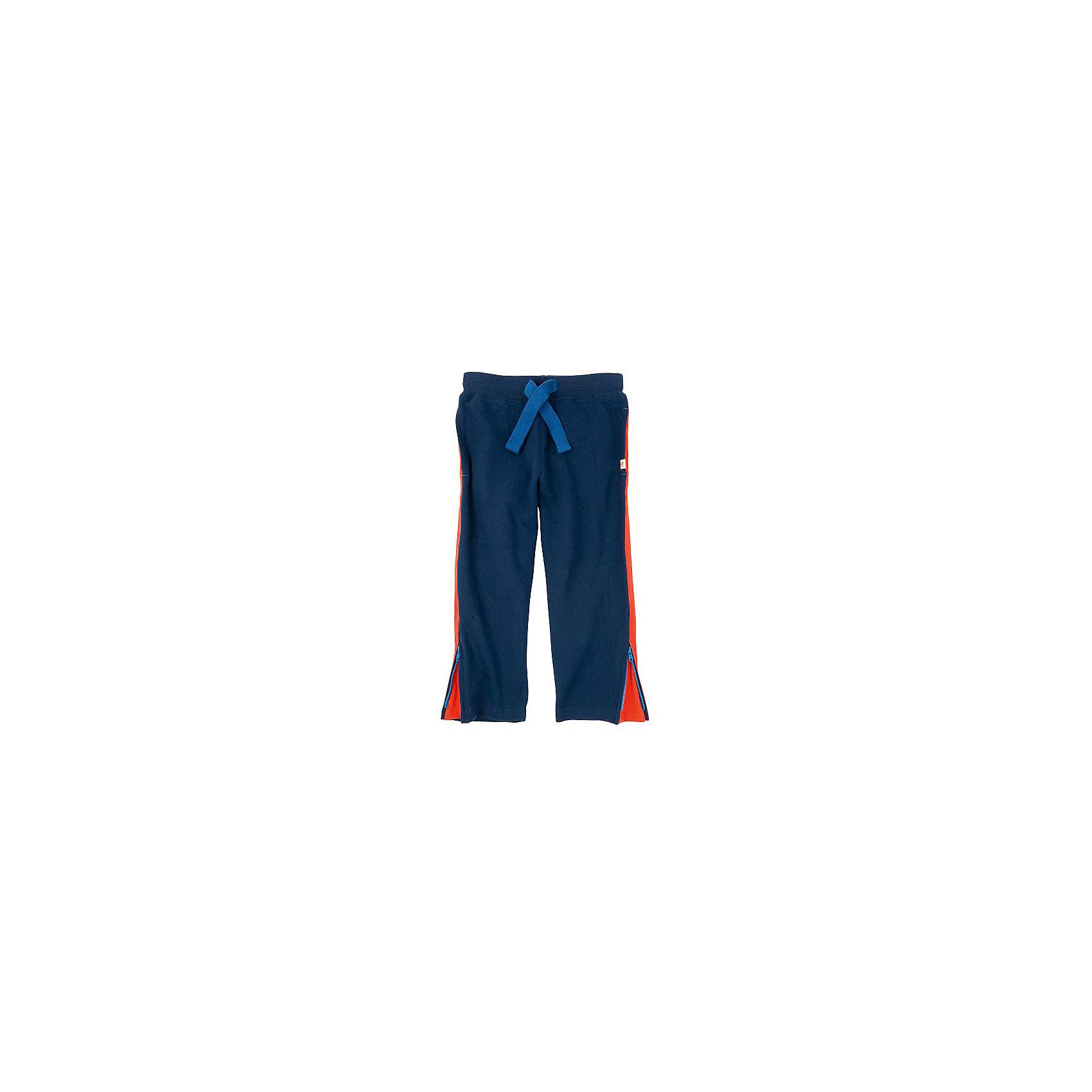 Брюки для мальчика HatleyБрюки для мальчика Hatley<br><br>Характеристики:<br><br>• Состав: 100% хлопок<br>• Цвет: синий, красный<br><br>Спортивные брюки для мальчика, сделанные из натурального материала. Очень удобные, не стягивающие брючки, имеют дополнительное пространство на молнии внизу. Подойдут для носки сверху спортивной обуви или роликовых коньков. Утягиваются веревочкой сверху. Резинка мягкая, не сдавливает живот.<br><br>Брюки для мальчика Hatley можно купить в нашем интернет-магазине.<br><br>Ширина мм: 215<br>Глубина мм: 88<br>Высота мм: 191<br>Вес г: 336<br>Цвет: синий<br>Возраст от месяцев: 36<br>Возраст до месяцев: 48<br>Пол: Мужской<br>Возраст: Детский<br>Размер: 104,92,122,128,110,116,98<br>SKU: 5020573