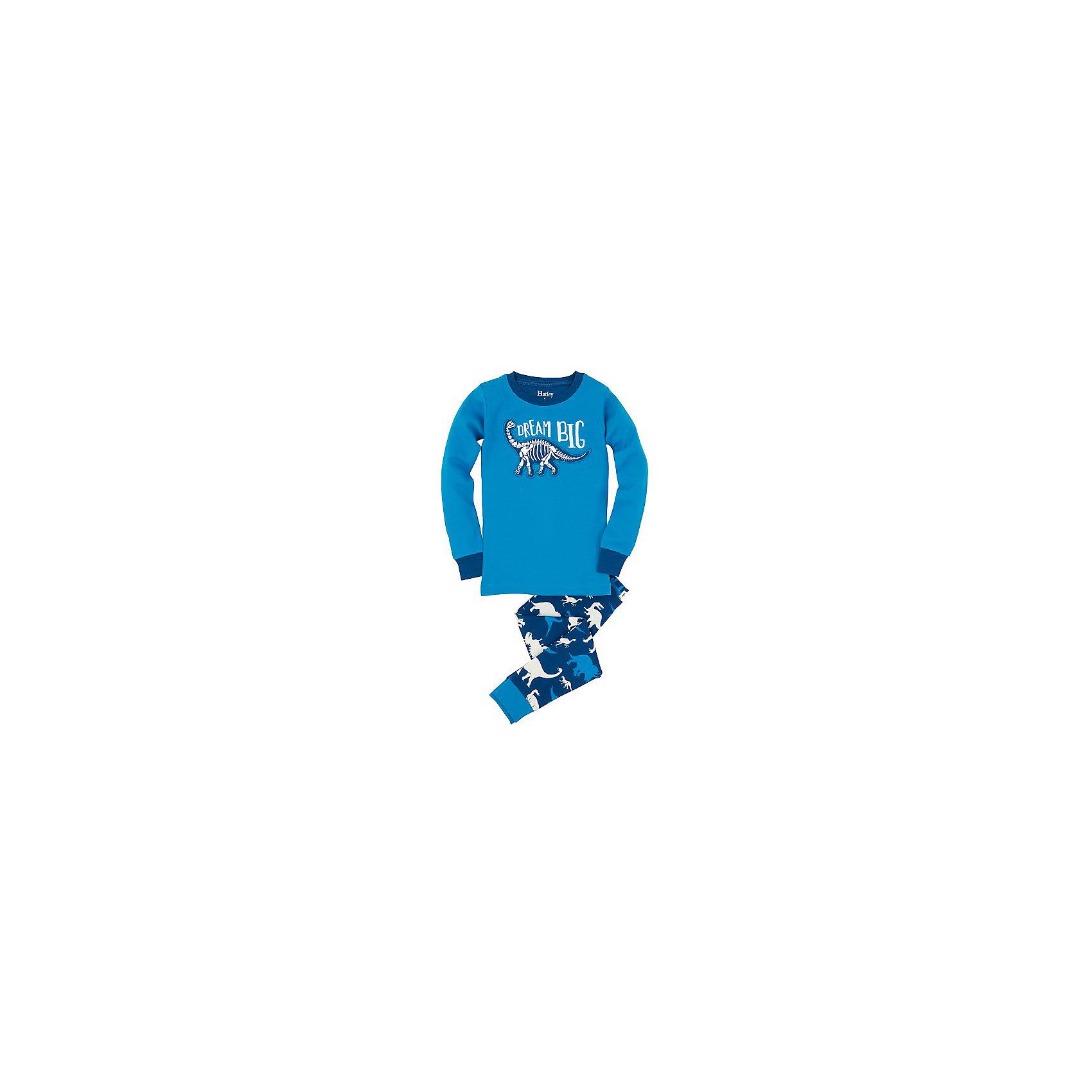 Пижама для мальчика HatleyПижамы и сорочки<br>Пижама для мальчика Hatley<br><br>Характеристики:<br><br>• Цвет: голубой<br>• Материал: 100% хлопок<br><br>Милая и яркая пижама для мальчика сделана из качественного материала, который не вызывает аллергию. Манжеты внизу на штанишках и на рукавах делают пижаму еще теплее, ведь они не позволяют пижамке «задраться» во время сна. Маленькие динозавры, изображенные на пижаме, не смогут оставить равнодушным ни одного мальчишку.<br><br>Пижама для мальчика Hatley можно купить в нашем интернет-магазине.<br><br>Ширина мм: 281<br>Глубина мм: 70<br>Высота мм: 188<br>Вес г: 295<br>Цвет: голубой<br>Возраст от месяцев: 18<br>Возраст до месяцев: 24<br>Пол: Мужской<br>Возраст: Детский<br>Размер: 92,104,116,98,110,122<br>SKU: 5020805