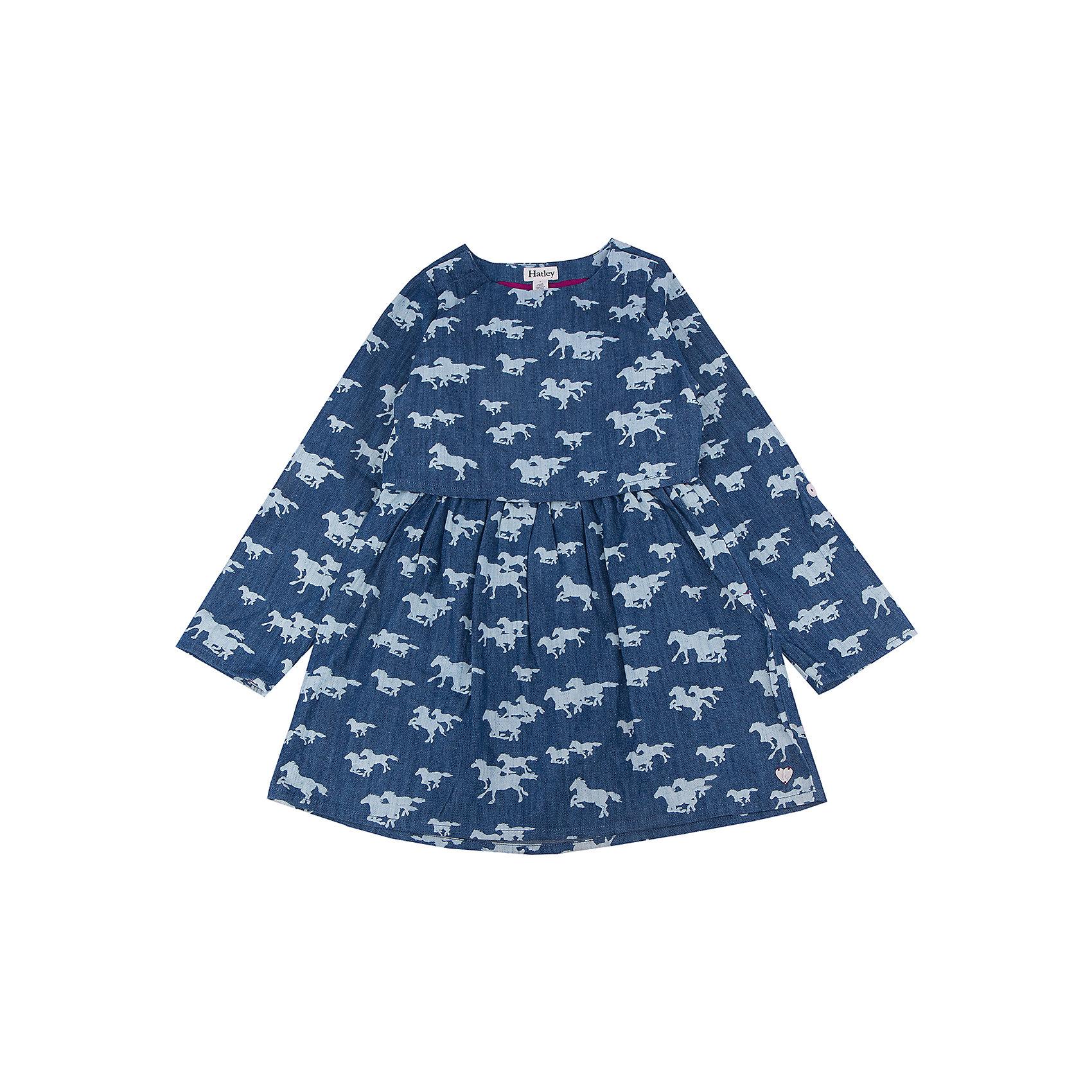 Платье для девочки HatleyПлатья и сарафаны<br>Платье для девочки Hatley<br><br>Характеристики:<br><br>• Состав: 100% хлопок<br>• Цвет: синий<br><br>Очаровательное дизайнерское платье не оставит равнодушным маленькую принцессу. Сделано из 100% хлопка, а значит не принесет дискомфорт ребенку. Рукава можно подворачивать и прикреплять за пуговку. Платье сделано по типу: юбка + пиджак, что делает юную леди взрослой и очень стильной. Милый принт с яблочками идеально сочетается с любой обувью и колготками.<br><br>Платье для девочки Hatley можно купить в нашем интернет-магазине.<br><br>Ширина мм: 236<br>Глубина мм: 16<br>Высота мм: 184<br>Вес г: 177<br>Цвет: синий<br>Возраст от месяцев: 36<br>Возраст до месяцев: 48<br>Пол: Женский<br>Возраст: Детский<br>Размер: 104,122,128,110,116<br>SKU: 5020840