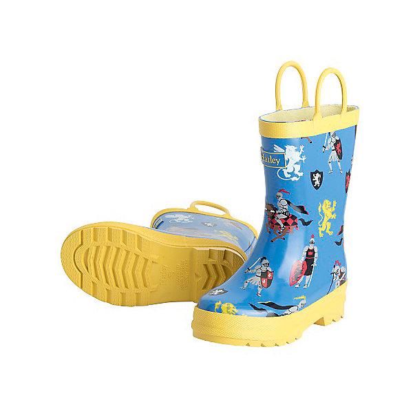 Резиновые сапоги для мальчика HatleyРезиновые сапоги<br>Резиновые сапоги для мальчика Hatley<br><br>Характеристики:<br><br>• Состав: верх - каучук синтетический 100%, подкладка - 100% хлопок<br>• Цвет: желтый, голубой<br><br>Яркие, стильные и модные резиновые сапоги для мальчика сделаны из высококачественных материалов. Резина сока каучуковых деревьев не даст ножкам промокнуть, а хлопковая подкладка защитит от холода. Внутри есть стелька с аркой, которая способствует правильному формированию стопы. По бокам есть удобные ручки. <br><br>Резиновые сапоги для мальчика Hatley можно купить в нашем интернет-магазине.<br><br>Ширина мм: 237<br>Глубина мм: 180<br>Высота мм: 152<br>Вес г: 438<br>Цвет: голубой<br>Возраст от месяцев: 15<br>Возраст до месяцев: 18<br>Пол: Мужской<br>Возраст: Детский<br>Размер: 22,23,24<br>SKU: 5020884