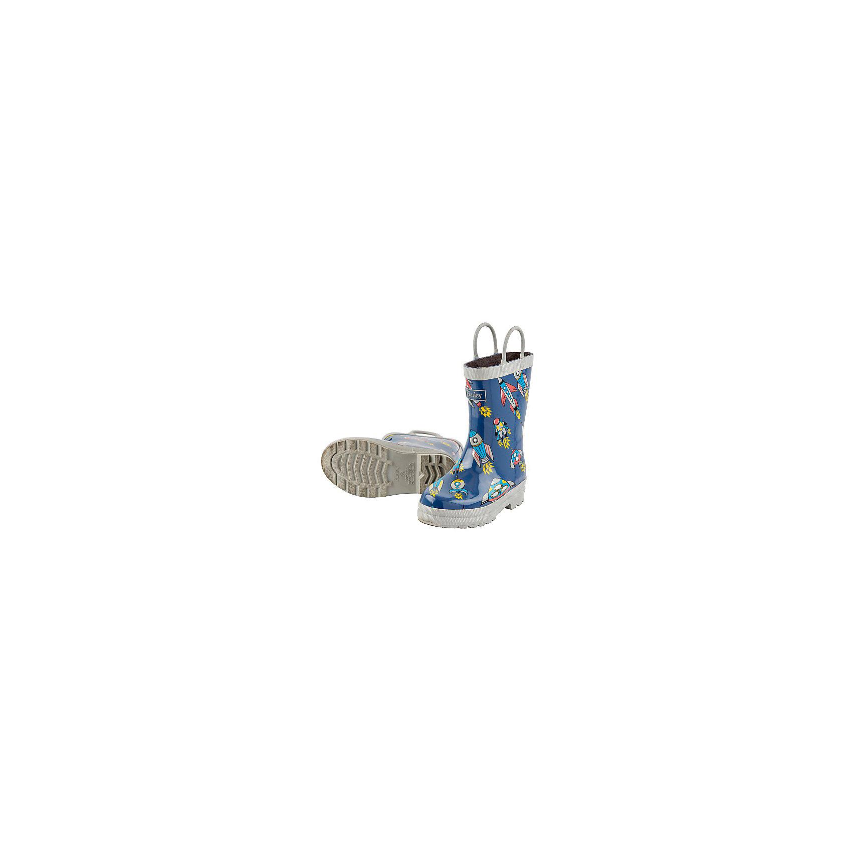 Резиновые сапоги для мальчика HatleyРезиновые сапоги<br>Сапоги для мальчика Hatley<br><br>Характеристики:<br><br>• Состав: верх - каучук синтетический 100%, подкладка - 100% хлопок<br>• Цвет: синий, серый<br><br>Яркие, стильные и модные резиновые сапоги для мальчика сделаны из высококачественных материалов. Резина сока каучуковых деревьев не даст ножкам промокнуть, а хлопковая подкладка защитит от холода. Внутри есть стелька с аркой, которая способствует правильному формированию стопы. По бокам есть удобные ручки. <br><br>Сапоги для мальчика Hatley можно купить в нашем интернет-магазине.<br><br>Ширина мм: 237<br>Глубина мм: 180<br>Высота мм: 152<br>Вес г: 438<br>Цвет: синий<br>Возраст от месяцев: 15<br>Возраст до месяцев: 18<br>Пол: Мужской<br>Возраст: Детский<br>Размер: 22,32,24<br>SKU: 5020902