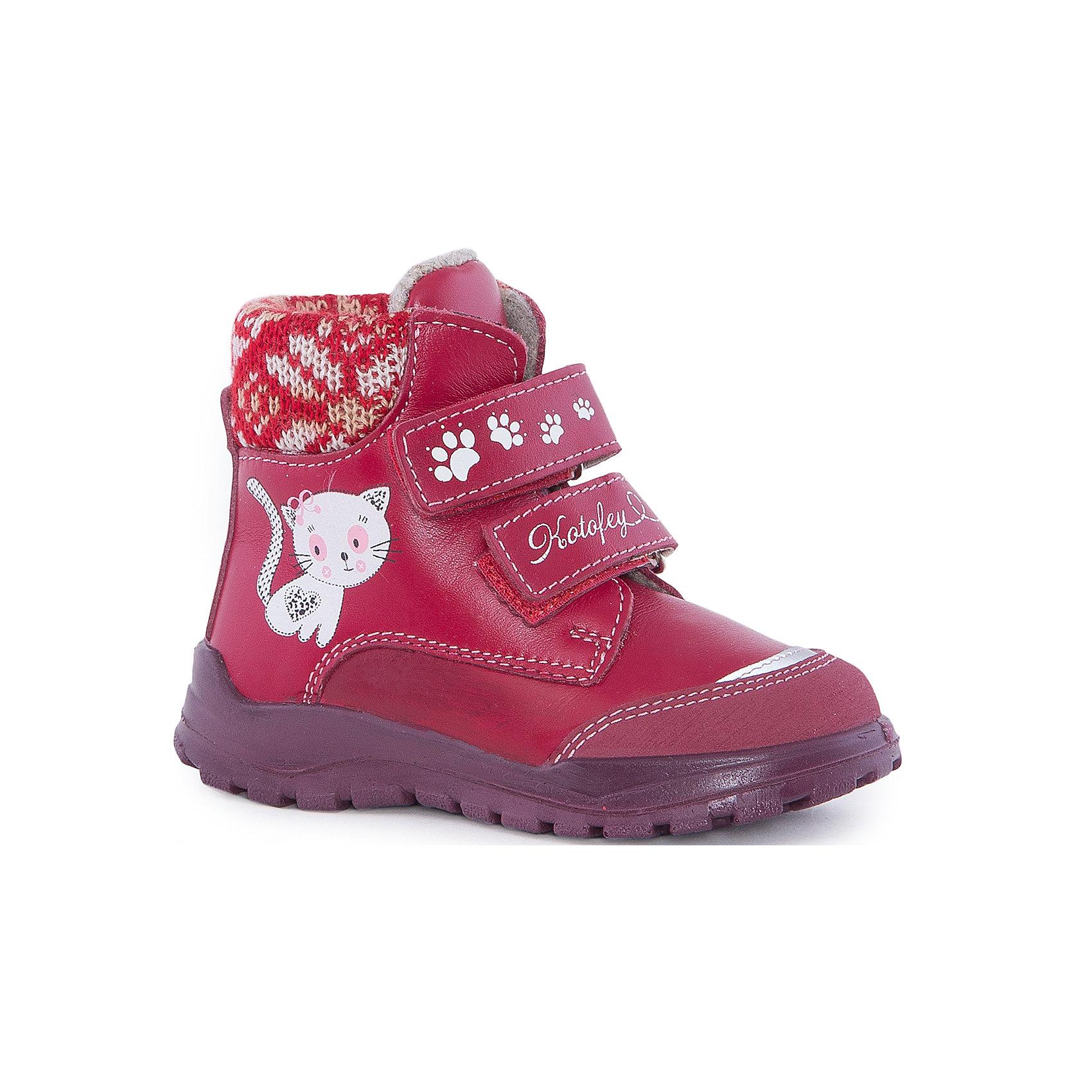 Ботинки для девочки КотофейБотинки для девочки Котофей.<br><br>Характеристики:<br><br>- Внешний материал: натуральная кожа<br>- Внутренний материал: байка<br>- Стелька: войлок<br>- Подошва: полиуретан<br>- Тип застежки: липучки<br>- Вид крепления обуви: литьевой<br>- Температурный режим до -10С<br>- Цвет: красный<br>- Сезон: весна, осень<br>- Пол: для девочек<br><br>Ботинки для девочки красного цвета торговой марки Котофей - идеальная обувь для межсезонья. Верх модели выполнен полностью из дышащей натуральной гладкой кожи с гидрофобными свойствами. Подкладка – утеплённая, из полушерстяной байки. Дополнительную защиту от прохлады даёт войлочная стелька, которую можно вытащить для просушки, воспользовавшись специальной петлёй. Сверху модели имеется мягкий трикотажный манжет, обеспечивающий удобство при ходьбе и предотвращающий натирание ноги. Подошва литьевого метода крепления легкая и гибкая, имеет анатомическую форму следа, повторяя изгибы свода стопы. Благодаря этому ножки будут чувствовать себя комфортно весь день! Два ремня с липучкой позволяют не только быстро обувать и снимать обувь, но и обеспечивают плотное прилегание обуви к стопе. Дизайн соответствует и европейским, и отечественным тенденциям моды. Детская обувь «Котофей» качественна, красива, добротна, комфортна и долговечна. Она производится на Егорьевской обувной фабрике. Жесткий контроль производства и постоянное совершенствование технологий при многолетнем опыте позволяют считать компанию одним из лидеров среди отечественных производителей детской обуви.<br><br>Ботинки для девочки Котофей можно купить в нашем интернет-магазине.<br><br>Ширина мм: 262<br>Глубина мм: 176<br>Высота мм: 97<br>Вес г: 427<br>Цвет: красный<br>Возраст от месяцев: 21<br>Возраст до месяцев: 24<br>Пол: Женский<br>Возраст: Детский<br>Размер: 24,19,20,21,22,23<br>SKU: 5023935