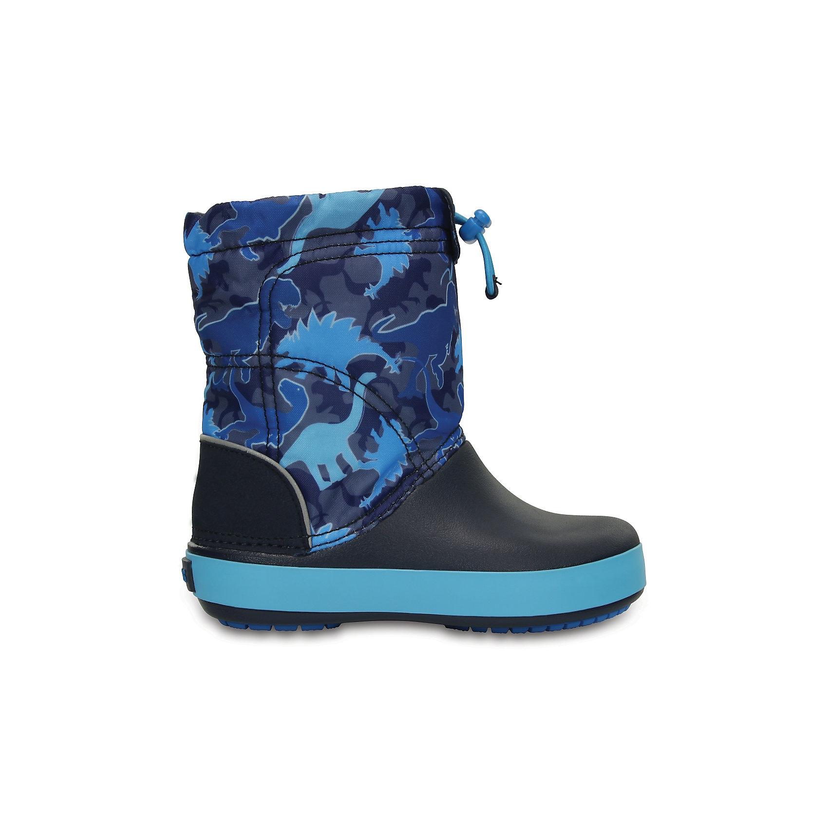 Сапоги Kids' Crocband LodgePoint Graphic Boot для мальчика CROCSСноубутсы<br>Характеристики товара:<br><br>• цвет: синий<br>• материал: верх - текстиль, низ -100% полимер Croslite™<br>• материал подкладки: текстиль<br>• непромокаемая носочная часть<br>• температурный режим: от -15° до +10° С<br>• легко очищаются<br>• антискользящая подошва<br>• застежка: шнурок со стоппером<br>• толстая устойчивая подошва<br>• страна бренда: США<br>• страна изготовитель: Китай<br><br>Сапоги могут быть и стильными, и теплыми! Для детской обуви крайне важно, чтобы она была удобной. Такие сапоги обеспечивают детям необходимый комфорт, а теплая подкладка создает особый микроклимат. Сапоги легко надеваются и снимаются, отлично сидят на ноге. Материал, из которого они сделаны, не дает размножаться бактериям, поэтому такая обувь препятствует образованию неприятного запаха и появлению болезней стоп. Данная модель особенно понравится детям - ведь в них можно бегать по лужам!<br>Обувь от американского бренда Crocs в данный момент завоевала широкую популярность во всем мире, и это не удивительно - ведь она невероятно удобна. Её носят врачи, спортсмены, звёзды шоу-бизнеса, люди, которым много времени приходится бывать на ногах - они понимают, как важна комфортная обувь. Продукция Crocs - это качественные товары, созданные с применением новейших технологий. Обувь отличается стильным дизайном и продуманной конструкцией. Изделие производится из качественных и проверенных материалов, которые безопасны для детей. <br><br>Сапоги Kids' Crocband LodgePoint Graphic Boot для мальчика от торговой марки Crocs можно купить в нашем интернет-магазине.<br><br>Ширина мм: 257<br>Глубина мм: 180<br>Высота мм: 130<br>Вес г: 420<br>Цвет: синий<br>Возраст от месяцев: 21<br>Возраст до месяцев: 24<br>Пол: Мужской<br>Возраст: Детский<br>Размер: 24,23,25,26,31/32,33/34,34/35,27,28,29,30<br>SKU: 5027403