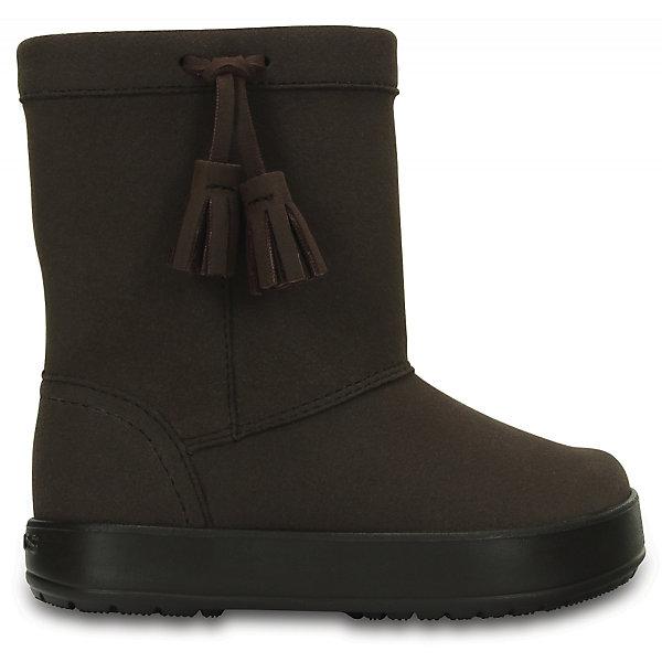 Сапоги Kids' LodgePoint Boot для девочки CROCSЗимние<br>Характеристики товара:<br><br>• цвет: коричневый<br>• материал: верх - искусственная замша, низ - термопластик<br>• материал подкладки: текстиль<br>• температурный режим: от -10° до +10° С<br>• антискользящая подошва<br>• толстая устойчивая подошва<br>• страна бренда: США<br>• страна изготовитель: Китай<br><br>Сапоги могут быть и стильными, и теплыми! Для детской обуви крайне важно, чтобы она была удобной. Такие сапоги обеспечивают детям необходимый комфорт, а теплая подкладка создает особый микроклимат. Сапоги легко надеваются и снимаются, отлично сидят на ноге. Модель очень легкая и устойчивая.<br>Обувь от американского бренда Crocs в данный момент завоевала широкую популярность во всем мире, и это не удивительно - ведь она невероятно удобна. Её носят врачи, спортсмены, звёзды шоу-бизнеса, люди, которым много времени приходится бывать на ногах - они понимают, как важна комфортная обувь. Продукция Crocs - это качественные товары, созданные с применением новейших технологий. Обувь отличается стильным дизайном и продуманной конструкцией. Изделие производится из качественных и проверенных материалов, которые безопасны для детей.<br><br>Сапоги для девочки от торговой марки Crocs можно купить в нашем интернет-магазине.<br>Ширина мм: 257; Глубина мм: 180; Высота мм: 130; Вес г: 420; Цвет: коричневый; Возраст от месяцев: 18; Возраст до месяцев: 21; Пол: Женский; Возраст: Детский; Размер: 29,28,23,27,34/35,33/34,31/32,26,25,24,30; SKU: 5027433;