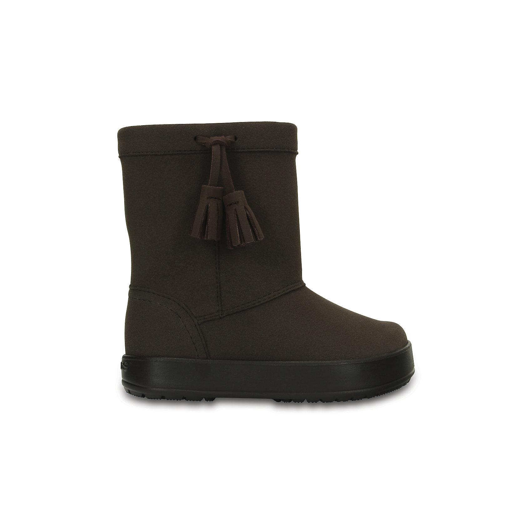Сапоги Kids' LodgePoint Boot для девочки CROCSСапоги<br>Характеристики товара:<br><br>• цвет: коричневый<br>• материал: верх - искусственная замша, низ - термопластик<br>• материал подкладки: текстиль<br>• температурный режим: от -10° до +10° С<br>• антискользящая подошва<br>• толстая устойчивая подошва<br>• страна бренда: США<br>• страна изготовитель: Китай<br><br>Сапоги могут быть и стильными, и теплыми! Для детской обуви крайне важно, чтобы она была удобной. Такие сапоги обеспечивают детям необходимый комфорт, а теплая подкладка создает особый микроклимат. Сапоги легко надеваются и снимаются, отлично сидят на ноге. Модель очень легкая и устойчивая.<br>Обувь от американского бренда Crocs в данный момент завоевала широкую популярность во всем мире, и это не удивительно - ведь она невероятно удобна. Её носят врачи, спортсмены, звёзды шоу-бизнеса, люди, которым много времени приходится бывать на ногах - они понимают, как важна комфортная обувь. Продукция Crocs - это качественные товары, созданные с применением новейших технологий. Обувь отличается стильным дизайном и продуманной конструкцией. Изделие производится из качественных и проверенных материалов, которые безопасны для детей.<br><br>Сапоги для девочки от торговой марки Crocs можно купить в нашем интернет-магазине.<br><br>Ширина мм: 257<br>Глубина мм: 180<br>Высота мм: 130<br>Вес г: 420<br>Цвет: коричневый<br>Возраст от месяцев: 48<br>Возраст до месяцев: 60<br>Пол: Женский<br>Возраст: Детский<br>Размер: 28,34/35,27,29,30,23,24,25,26,31/32,33/34<br>SKU: 5027433