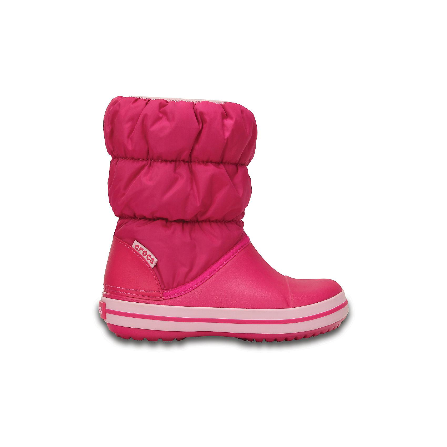 Сапоги Winter Puff Boot Kids для девочки CROCSХарактеристики товара:<br><br>• цвет: розовый<br>• материал: верх - текстиль, низ -100% полимер Croslite™<br>• материал подкладки: текстиль<br>• непромокаемая носочная часть<br>• температурный режим: от -15° до +10° С<br>• легко очищаются<br>• антискользящая подошва<br>• резинка наверху<br>• толстая устойчивая подошва<br>• страна бренда: США<br>• страна изготовитель: Китай<br><br>Сапоги могут быть и стильными, и теплыми! Для детской обуви крайне важно, чтобы она была удобной. Такие сапоги обеспечивают детям необходимый комфорт, а теплая подкладка создает особый микроклимат. Сапоги легко надеваются и снимаются, отлично сидят на ноге. Материал, из которого они сделаны, не дает размножаться бактериям, поэтому такая обувь препятствует образованию неприятного запаха и появлению болезней стоп. Данная модель особенно понравится детям - ведь в них можно бегать по лужам!<br>Обувь от американского бренда Crocs в данный момент завоевала широкую популярность во всем мире, и это не удивительно - ведь она невероятно удобна. Её носят врачи, спортсмены, звёзды шоу-бизнеса, люди, которым много времени приходится бывать на ногах - они понимают, как важна комфортная обувь. Продукция Crocs - это качественные товары, созданные с применением новейших технологий. Обувь отличается стильным дизайном и продуманной конструкцией. Изделие производится из качественных и проверенных материалов, которые безопасны для детей.<br><br>Сапоги для девочки от торговой марки Crocs можно купить в нашем интернет-магазине.<br><br>Ширина мм: 257<br>Глубина мм: 180<br>Высота мм: 130<br>Вес г: 420<br>Цвет: розовый<br>Возраст от месяцев: 24<br>Возраст до месяцев: 36<br>Пол: Женский<br>Возраст: Детский<br>Размер: 26,31/32,25,24,23,30,29,33/34,28,27,34/35<br>SKU: 5027457