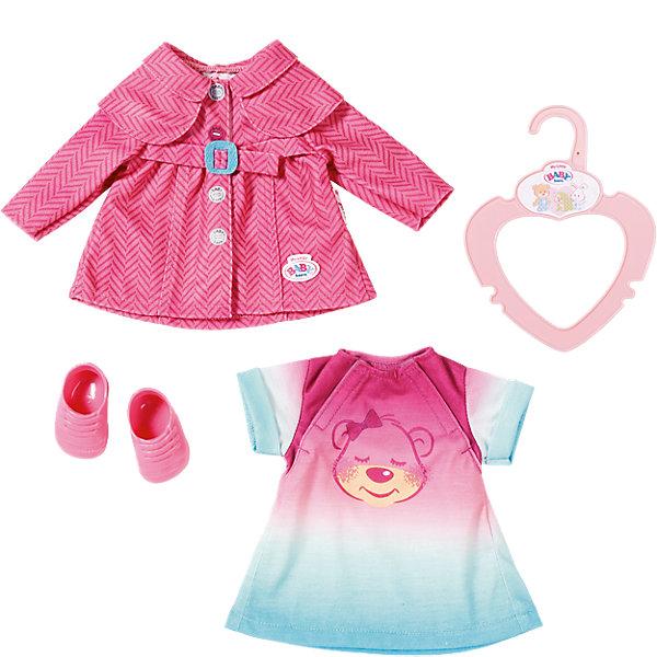 Комплект одежды для прогулки, 32 см, my little BABY bornОдежда для кукол<br>Комплект одежды для прогулки, 32 см, my little BABY born <br><br>Характеристики:<br><br>• В набор входит: платье, плащ, ботиночки<br>• Состав: текстиль<br>• Размер: 38 * 3 * 19 см.<br>• Для детей в возрасте: от 3 лет<br>• Страна производитель: Китай<br><br>С новой одеждой для прогулки ребёнок сможет переодевать куклу и продолжать свои игры, делая их ещё веселее. Одежда выглядит как настоящая, платье застёгивается на липучку, как и стильный плащ, поэтому они легко одеваются. <br><br>Стиль комплекта отлично сочетается между собой, нежное платьице подходят к стильному плащу на пуговицах, образ дополняется новыми ботиночками. Это фирменная одежда для кукол, поэтому она подойдёт к любой кукле бренда BABY born (Бейби Бон).<br><br>Комплект одежды для прогулки, 32 см, my little BABY born можно купить в нашем интернет-магазине.<br><br>Ширина мм: 368<br>Глубина мм: 190<br>Высота мм: 38<br>Вес г: 146<br>Возраст от месяцев: 12<br>Возраст до месяцев: 36<br>Пол: Женский<br>Возраст: Детский<br>SKU: 5030819