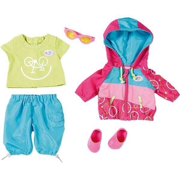 Одежда для велопрогулки, BABY bornОдежда для кукол<br>Одежда для велопрогулки, BABY born <br><br>Характеристики:<br><br>• В набор входит: кофточка, штанишки, футболка, ботиночки, очки<br>• Состав: текстиль, пластик<br>• Размер упаковки: 36 * 8 * 32 см.<br>• Для детей в возрасте: от 3 лет<br>• Страна производитель: Китай<br><br>С новой одеждой для велопрогулки ребёнок сможет переодевать куклу для поездки на велосипеде и продолжать свои игры, делая их ещё веселее. Одежда выглядит как настоящая, футболка застёгивается на липучку, кофточка с капюшоном застёгивается на молнию, а штанишки сделаны на резиночке и легко одеваются. <br><br>Стиль комплекта отлично сочетается между собой, голубые серые штанишки с карманами подходят к яркой кофточке с футболкой, дополняя образ новыми ботиночками и очками от солнца. Это фирменная одежда для кукол, поэтому она подойдёт к любой кукле бренда BABY born (Бейби Бон).<br><br>Одежду для велопрогулки, BABY born можно купить в нашем интернет-магазине.<br><br>Ширина мм: 363<br>Глубина мм: 322<br>Высота мм: 83<br>Вес г: 383<br>Возраст от месяцев: 36<br>Возраст до месяцев: 60<br>Пол: Женский<br>Возраст: Детский<br>SKU: 5030826