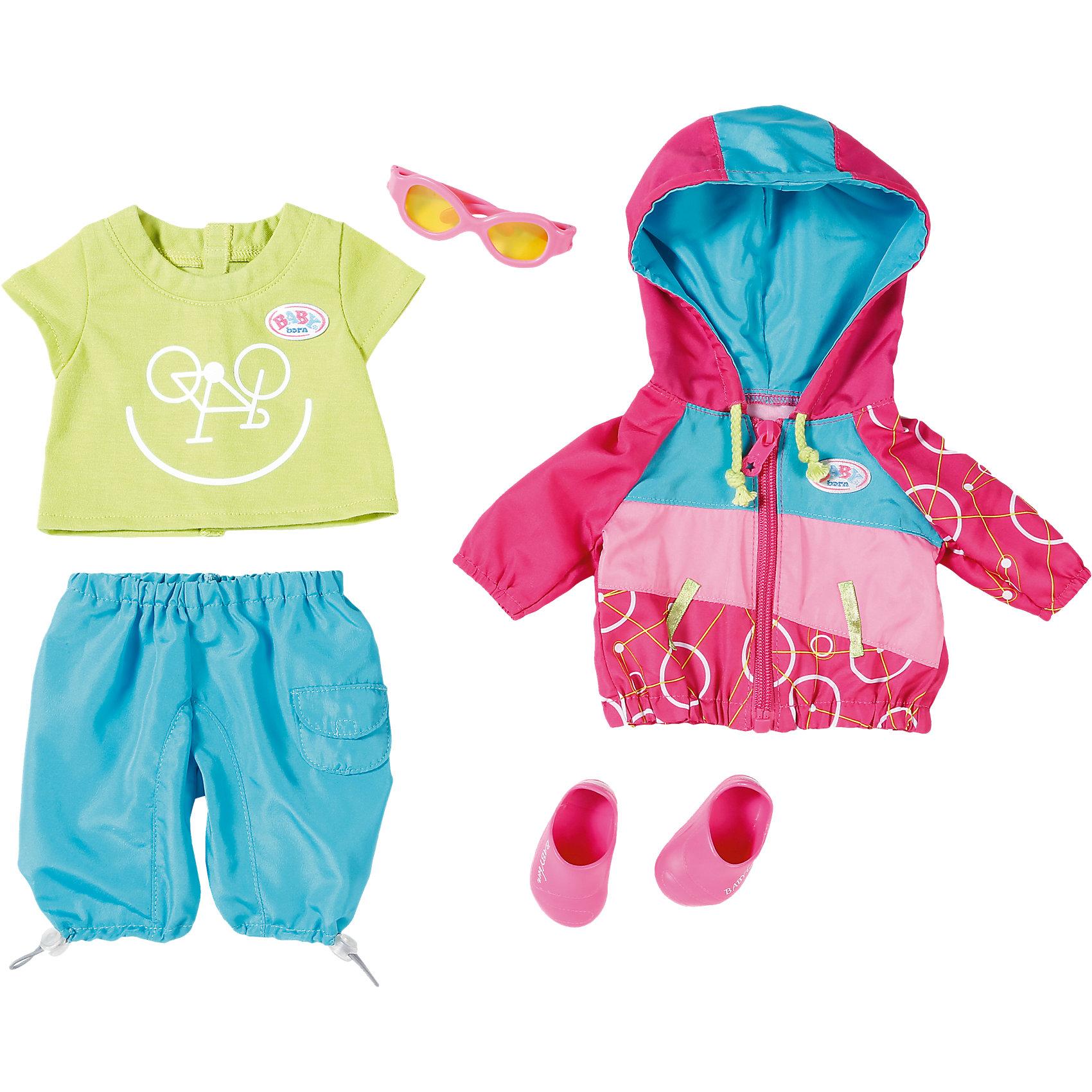 Одежда для велопрогулки, BABY bornКукольная одежда и аксессуары<br>Одежда для велопрогулки, BABY born <br><br>Характеристики:<br><br>• В набор входит: кофточка, штанишки, футболка, ботиночки, очки<br>• Состав: текстиль, пластик<br>• Размер упаковки: 36 * 8 * 32 см.<br>• Для детей в возрасте: от 3 лет<br>• Страна производитель: Китай<br><br>С новой одеждой для велопрогулки ребёнок сможет переодевать куклу для поездки на велосипеде и продолжать свои игры, делая их ещё веселее. Одежда выглядит как настоящая, футболка застёгивается на липучку, кофточка с капюшоном застёгивается на молнию, а штанишки сделаны на резиночке и легко одеваются. <br><br>Стиль комплекта отлично сочетается между собой, голубые серые штанишки с карманами подходят к яркой кофточке с футболкой, дополняя образ новыми ботиночками и очками от солнца. Это фирменная одежда для кукол, поэтому она подойдёт к любой кукле бренда BABY born (Бейби Бон).<br><br>Одежду для велопрогулки, BABY born можно купить в нашем интернет-магазине.<br><br>Ширина мм: 363<br>Глубина мм: 322<br>Высота мм: 83<br>Вес г: 383<br>Возраст от месяцев: 36<br>Возраст до месяцев: 60<br>Пол: Женский<br>Возраст: Детский<br>SKU: 5030826