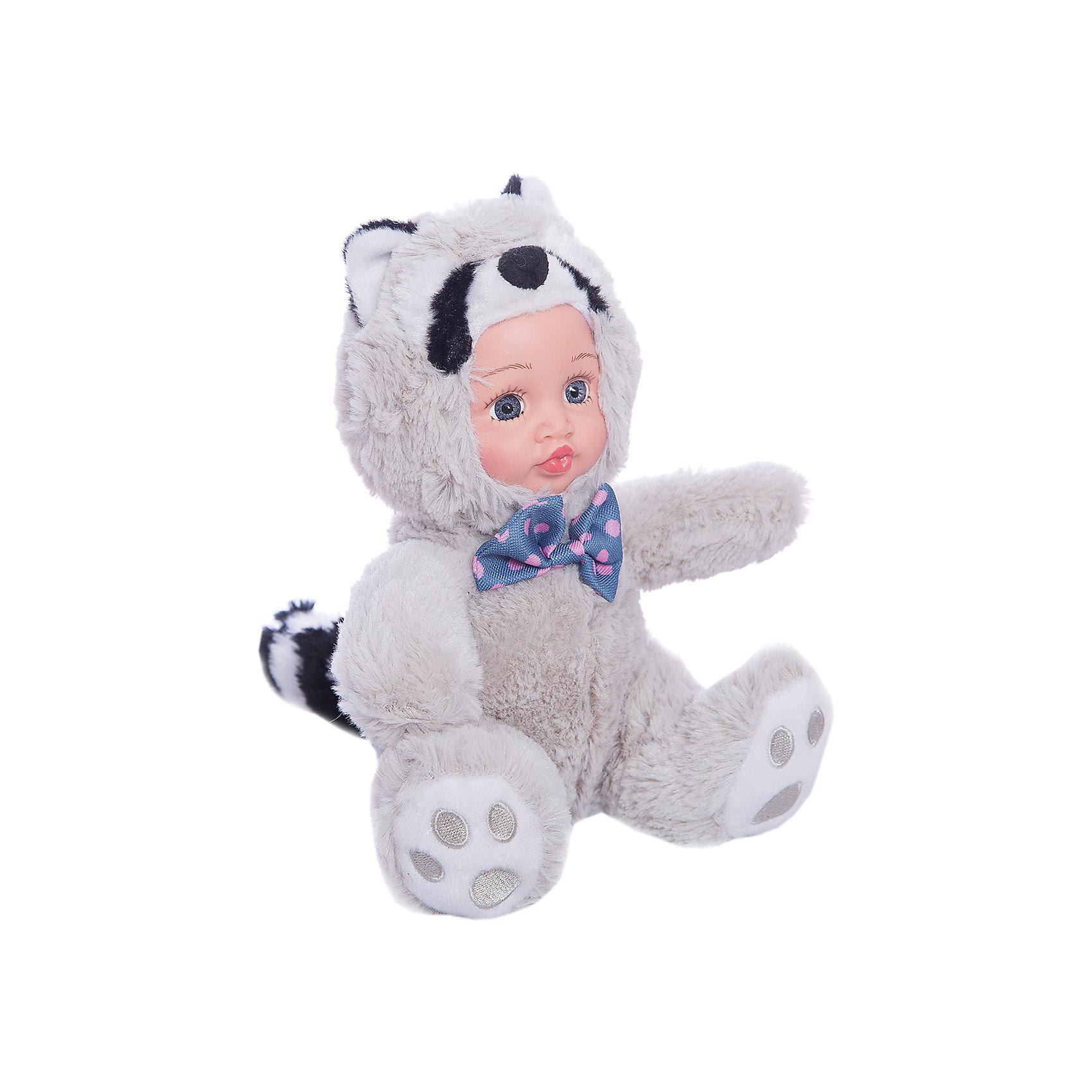 Игрушка Крошка енот, Fluffy FamilyТакая игрушка - милая вариация стандартной куклы–младенца. Малыш выполнен из пластика и тщательно прорисованным личиком. Одета кукла в костюм совенка. Ткань приятна на ощупь и малышу понравится играть с куклой. Игрушка подходит для одиночной игры малыша и для игр в компании. Не содержит мелких деталей. Кукла из коллекционной серии. Соберите весь набор! Материалы, использованные при изготовлении товара, абсолютно безопасны и отвечают всем международным требованиям по качеству.<br><br>Дополнительные характеристики:<br><br>материал: ПВХ, искусственный мех, пластик;<br>габариты: 20 X 9 X 30 см;<br>наполнитель: полиэтиленовые гранулы.<br><br>Игрушку Крошка енот от компании Fluffy Family можно приобрести в нашем магазине.<br><br>Ширина мм: 570<br>Глубина мм: 580<br>Высота мм: 450<br>Вес г: 130<br>Возраст от месяцев: 36<br>Возраст до месяцев: 96<br>Пол: Унисекс<br>Возраст: Детский<br>SKU: 5032461