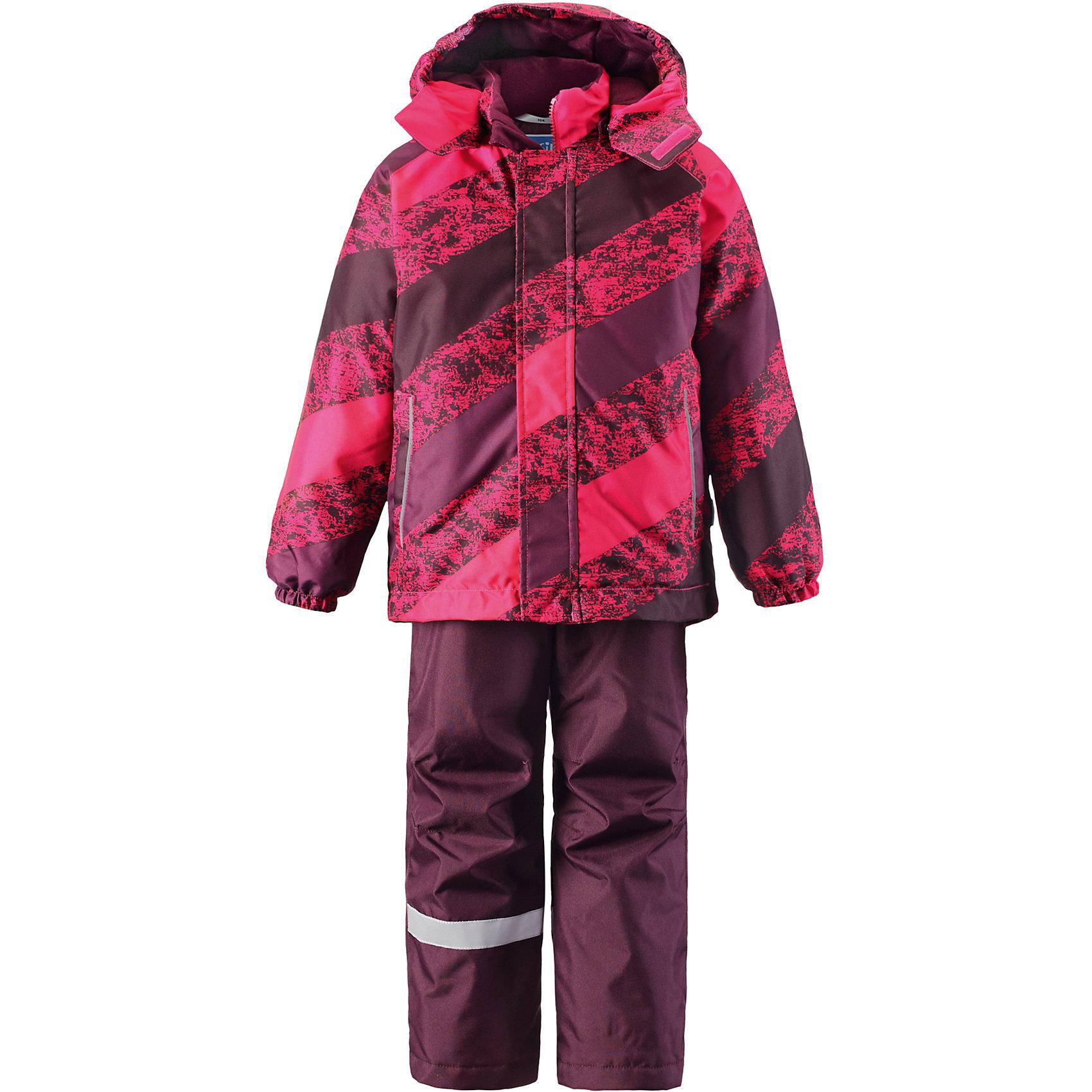 Комплект: куртка и брюки для девочки LASSIEОдежда<br>Комплект: куртка и брюки от финской марки LASSIE.<br>Зимний комплект для детей.Сверхпрочный материал.Водоотталкивающий, ветронепроницаемый, «дышащий» и грязеотталкивающий материал.Задний серединный шов брюк проклеен.Гладкая подкладка из полиэстра.Средняя степень утепления.Безопасный, съемный капюшон.Эластичные манжеты.Эластичная талия.Снегозащитные манжеты на штанинах.Ширинка на молнии.Два прорезных кармана.Регулируемые и отстегивающиеся эластичные подтяжки.Принт по всей поверхности<br>Рекомендации по уходу:Стирать по отдельности, вывернув наизнанку. Застегнуть молнии и липучки. Соблюдать температуру в соответствии с руководством по уходу. Стирать моющим средством, не содержащим отбеливающие вещества. Полоскать без специального средства. Сушение в сушильном шкафу разрешено при низкой температуре.<br>Вес утеплителя:100; 180<br>Состав:<br>100% ПЭ, ПУ-покрытие<br><br>Ширина мм: 356<br>Глубина мм: 10<br>Высота мм: 245<br>Вес г: 519<br>Цвет: розовый<br>Возраст от месяцев: 18<br>Возраст до месяцев: 24<br>Пол: Женский<br>Возраст: Детский<br>Размер: 92,140,104,98,110,116,122,128,134<br>SKU: 5032756