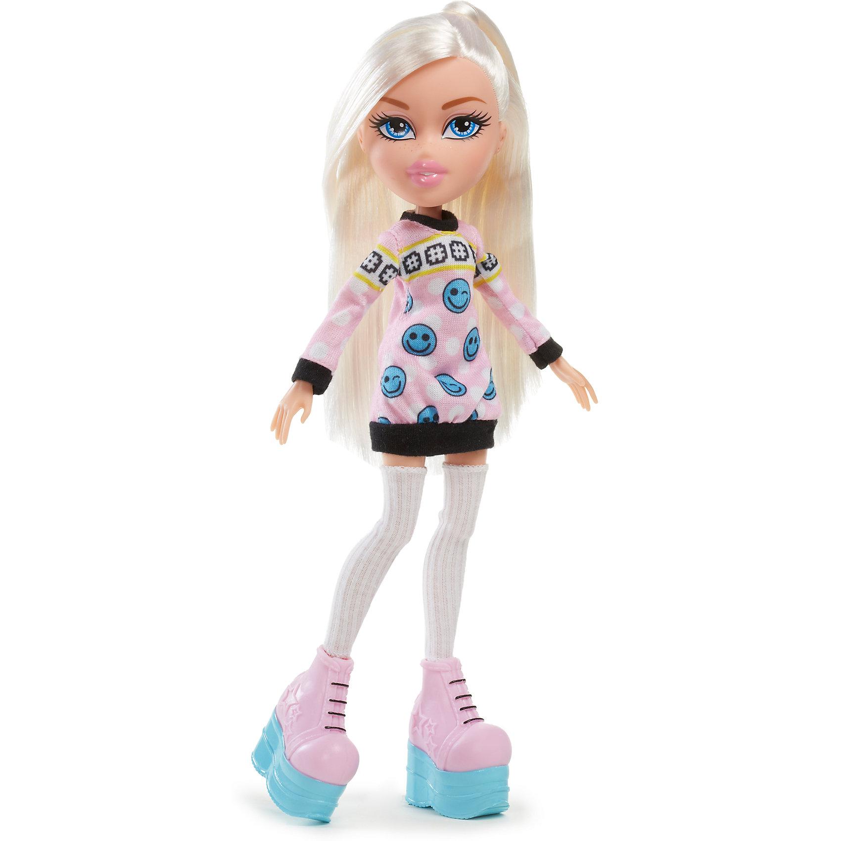 Кукла делюкс Хлоя, Любители селфи, BratzХарактеристики товара:<br><br>- цвет: разноцветный;<br>- материал: пластик, текстиль;<br>- тематика: любители селфи;<br>- особенности: руки и ноги сгибаются;<br>- комплектация: кукла, аксессуары;<br>- размер упаковки: 21х31х7 см;<br>- размер куклы: 25 см.<br><br>Такие красивые куклы не оставят ребенка равнодушным! Какая девочка откажется поиграть с куклой Bratz?! Игрушка отлично детализирована, очень качественно выполнена, поэтому она станет отличным подарком ребенку. В наборе идут одежда и аксессуары, которыми можно украсить куклу!<br>Изделие произведено из высококачественного материала, безопасного для детей.<br><br>Куклу делюкс Хлоя, Любители селфи от бренда Bratz можно купить в нашем интернет-магазине.<br><br>Ширина мм: 210<br>Глубина мм: 310<br>Высота мм: 70<br>Вес г: 413<br>Возраст от месяцев: 48<br>Возраст до месяцев: 2147483647<br>Пол: Женский<br>Возраст: Детский<br>SKU: 5040288