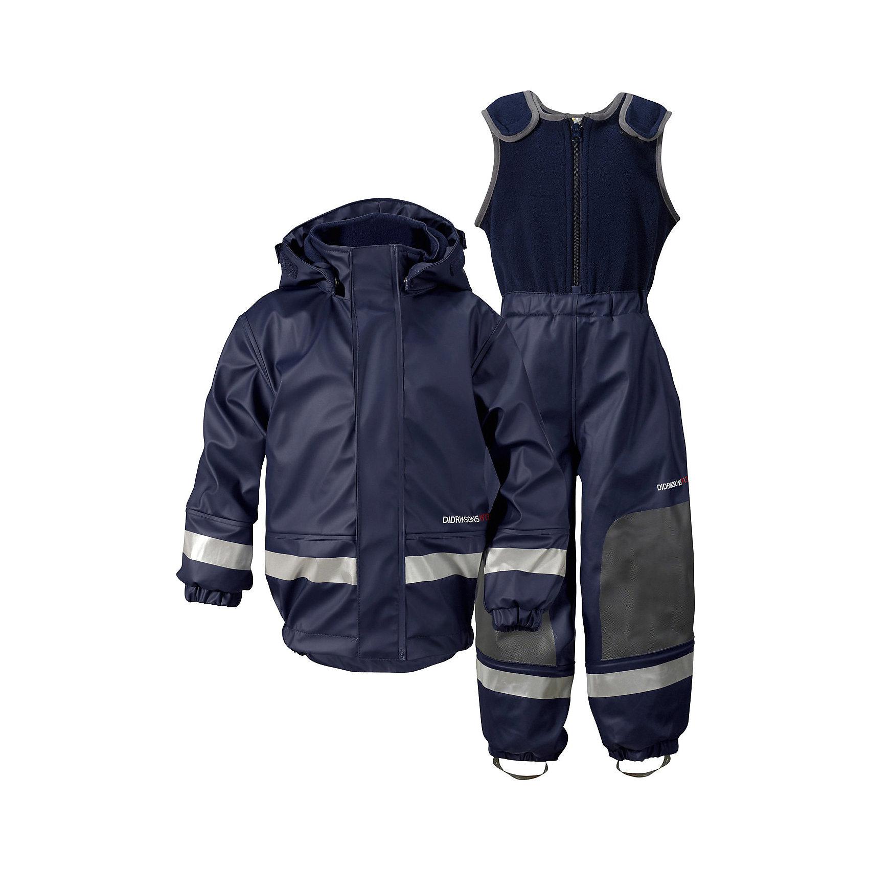 Непромокаемый комплект Boardman: куртка и полукомбинезон DIDRIKSONSВерхняя одежда<br>Характеристики товара:<br><br>• цвет: синий<br>• материал: 100% полиуретан, подкладка - 100% полиэстер<br>• утеплитель: 60 г/м<br>• температура: от 0° до +7 ° С<br>• непромокаемая ткань<br>• подкладка из флиса<br>• проклеенные швы<br>• регулируемый съемный капюшон<br>• регулируемый пояс брюк<br>• фронтальная молния под планкой<br>• светоотражающие детали<br>• зона коленей усилена дополнительным слоем ткани<br>• грязь легко удаляется с помощью влажной губки или ткани<br>• резинки для ботинок<br>• страна бренда: Швеция<br>• страна производства: Китай<br><br>Такой непромокаемый костюм понадобится в холодную и сырую погоду! Он не только стильный, но еще и очень комфортный. Костюм обеспечит ребенку удобство при прогулках и активном отдыхе в межсезонье или оттепель. Такая модель от шведского производителя легко чистится, она оснащена разными полезными деталями.<br>Материал костюма - непромокаемый, швы дополнительно проклеены. Очень стильная и удобная модель! Изделие качественно выполнено, сделано из безопасных для детей материалов. <br><br>Комплект: куртку и полукомбинезон от бренда DIDRIKSONS можно купить в нашем интернет-магазине.<br><br>Ширина мм: 356<br>Глубина мм: 10<br>Высота мм: 245<br>Вес г: 519<br>Цвет: голубой<br>Возраст от месяцев: 12<br>Возраст до месяцев: 15<br>Пол: Мужской<br>Возраст: Детский<br>Размер: 80,70,90<br>SKU: 5043795
