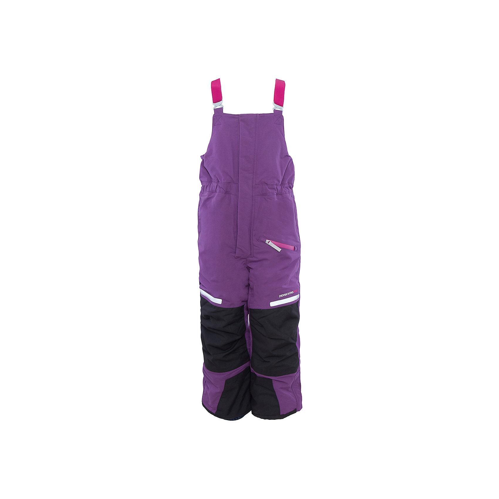 Брюки Sellat для девочки DIDRIKSONSВерхняя одежда<br>Характеристики товара:<br><br>• цвет: розовый<br>• материал: 100% полиамид, подкладка 100% полиэстер<br>• утеплитель: 120 г/м<br>• сезон: зима<br>• температурный режим от +5 до -20С<br>• непромокаемая и непродуваемая мембранная ткань<br>• резинки для ботинок<br>• дополнительная пропитка верха<br>• прокленные швы<br>• талия и низ штанин регулируется<br>• внутренние гетры<br>• ширинка на молнии<br>• фиксированные лямки<br>• светоотражающие детали<br>• можно увеличить длину штанин на один размер <br>• страна бренда: Швеция<br>• страна производства: Китай<br><br>Такие брюки незаменимы в холодную и сырую погоду! Это не только стильно, но еще и очень комфортно, а также тепло. Они обеспечат ребенку удобство при прогулках и активном отдыхе зимой. Брюки от шведского производителя легко трансформируются под рост ребенка и погодные условия.<br>Модель сшита из мембранной ткани, которая позволяет телу дышать, но при этом не промокает и не продувается. Очень стильная и удобная модель! Изделие качественно выполнено, сделано из безопасных для детей материалов. <br><br>Брюки для девочки от бренда DIDRIKSONS можно купить в нашем интернет-магазине.<br><br>Ширина мм: 215<br>Глубина мм: 88<br>Высота мм: 191<br>Вес г: 336<br>Цвет: розовый<br>Возраст от месяцев: 12<br>Возраст до месяцев: 15<br>Пол: Женский<br>Возраст: Детский<br>Размер: 80,120,90<br>SKU: 5043886
