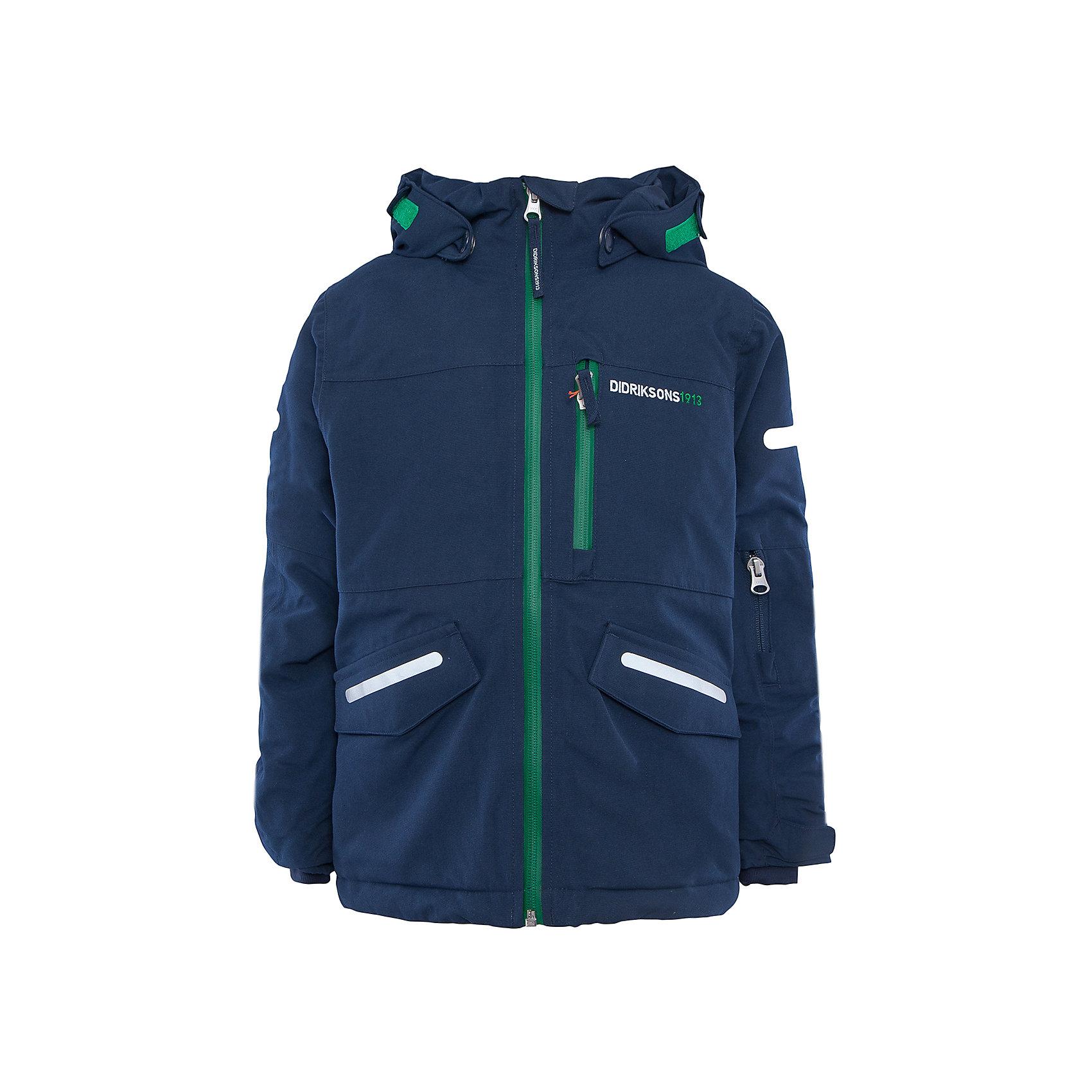 Куртка Guolldo DIDRIKSONSВерхняя одежда<br>Характеристики товара:<br><br>• цвет: синий<br>• материал: 100% полиамид, подкладка 100% полиэстер<br>• утеплитель: 140 г/м<br>• сезон: зима<br>• температурный режим от +5 до -20С<br>• непромокаемая и непродуваемая мембранная ткань<br>• на спине подкладка из искусственного меха<br>• дополнительная пропитка верха<br>• прокленные швы<br>• регулируемый съемный капюшон<br>• манжеты и низ регулируется<br>• петли для крепления варежек<br>• трикотажные манжеты<br>• фронтальная молния под планкой<br>• светоотражающие детали<br>• можно увеличить длину рукавов на один размер <br>• страна бренда: Швеция<br>• страна производства: Бангладеш<br><br>Такие куртки сейчас на пике молодежной моды! Это не только стильно, но еще и очень комфортно, а также тепло. Эта качественная куртка обеспечит ребенку удобство при прогулках и активном отдыхе в межсезонье. Такая модель от шведского производителя легко трансформируется под рост ребенка и погодные условия.<br>Куртка сшита из мембранной ткани, которая позволяет телу дышать, но при этом не промокает и не продувается. Очень стильная и удобная модель! Изделие качественно выполнено, сделано из безопасных для детей материалов. <br><br>Куртку от бренда DIDRIKSONS можно купить в нашем интернет-магазине.<br><br>Ширина мм: 356<br>Глубина мм: 10<br>Высота мм: 245<br>Вес г: 519<br>Цвет: голубой<br>Возраст от месяцев: 48<br>Возраст до месяцев: 60<br>Пол: Мужской<br>Возраст: Детский<br>Размер: 110,140,120,100,90,80,130<br>SKU: 5043891