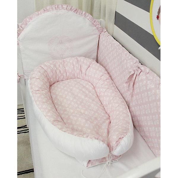 Подушка-гнездо для малыша Babynest, byTwinz, ФидераПозиционеры для сна<br>Глубокий кокон для деток от рождения и до полугода выступает уютным гнездышком для малыша, защищено по бокам бортиками, внутри есть матрасик. Подушку можно использовать во время сна, кормления и игр крохи. Края бортиков соединяются друг с другом и завязываются стягивающим шнурком. В расправленном виде бортиков подушку-гнездо можно использовать как пеленальный матрасик. Компактность изделия BabyNest позволяет брать гнездышко для малыша в дорогу, в гости, а также, использовать в качестве кокона-матрасика в детской люльке. <br> <br>Дополнительная информация:<br><br>Внешние размеры подушки-гнезда ByTwinz: 55х85/90 см<br>Внутренние размер спального места: 35х60/65 см <br><br>Основной материал: 100% хлопок<br>Наполнитель: холлофайбер <br><br>Подушку-гнездо для малыша Babynest, byTwinz, Фидера можно купить в нашем интернет-магазине.<br><br>Ширина мм: 470<br>Глубина мм: 350<br>Высота мм: 160<br>Вес г: 795<br>Возраст от месяцев: 0<br>Возраст до месяцев: 6<br>Пол: Женский<br>Возраст: Детский<br>SKU: 5045046