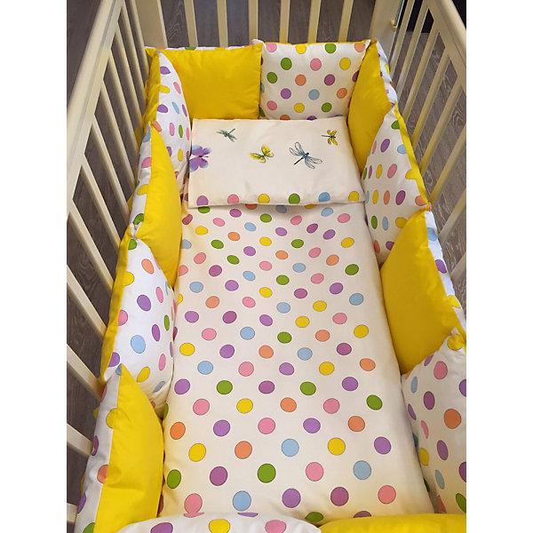 Комплект в кроватку 6 предметов By Twinz, ГорохПостельное белье в кроватку новорождённого<br>Комплект постельного белья byTwinz состоит из 6-ти предметов: бортик из подушек, подушка, одеяло, наволочка, пододеяльник и простынь. Постельное белье выполнено из гипоаллергенных материалов, наполнитель подушек и одеяла экологически чистый. <br><br>Мягкий бортик состоит из 12-ти подушек, которые размещаются по периметру кроватки и крепятся к бортику с помощью тканевых завязок. Наволочки подушек съемные. <br>Пододеяльник застегивается на молнию, которая находится с боковой стороны изделия (продольный край). <br>Простынь на резинке надежно фиксируется, не сминается и не сползает. <br><br>Комплект в кроватку «Горох» предназначен для детских кроваток размером 120х60 см и 125х65 см. <br><br>Дополнительная информация:<br><br>Размеры: <br><br>- бортики-подушки, 12 шт.: 30х30 см каждая;<br>- наволочки на молнии на бортики-подушки, 12 шт.: 33х33 см каждая;<br>- детская подушка: 35х45 см;<br>- детское одеяло: 100х140 см;<br>- пододеяльник на молнии: 105х145 см;<br>- наволочка: 36х46 см; <br>- простынь на резинке: 125х65 см.<br><br>Материал: 100% хлопок<br>Наполнитель (подушки, одеяло): холлофайбер<br><br>Постельное белье Горох 6 пред., byTwinz можно купить в нашем интернет-магазине.<br>Ширина мм: 580; Глубина мм: 580; Высота мм: 180; Вес г: 3000; Возраст от месяцев: 0; Возраст до месяцев: 36; Пол: Унисекс; Возраст: Детский; SKU: 5045067;