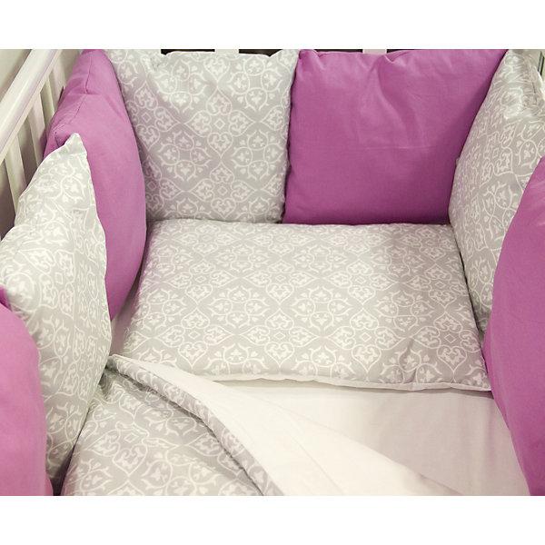 Постельное белье Дамаск 6 пред., byTwinz, малинаПостельное белье в кроватку новорождённого<br>Комплект постельного белья byTwinz состоит из 6-ти предметов: бортик из подушек, подушка, одеяло, наволочка, пододеяльник и простынь. Постельное белье выполнено из гипоаллергенных материалов, наполнитель подушек и одеяла экологически чистый. <br><br>Мягкий бортик состоит из 12-ти подушек, которые размещаются по периметру кроватки и крепятся к бортику с помощью тканевых завязок. Наволочки подушек съемные. <br>Пододеяльник застегивается на молнию, которая находится с боковой стороны изделия (продольный край). <br>Простынь на резинке надежно фиксируется, не сминается и не сползает. <br><br>Комплект в кроватку «Дамаск» предназначен для детских кроваток размером 120х60 см и 125х65 см. <br><br>Дополнительная информация:<br><br>Размеры: <br><br>- бортики-подушки, 12 шт.: 30х30 см каждая;<br>- наволочки на молнии на бортики-подушки, 12 шт.: 33х33 см каждая;<br>- детская подушка: 35х45 см;<br>- детское одеяло: 100х140 см;<br>- пододеяльник на молнии: 105х145 см;<br>- наволочка: 36х46 см; <br>- простынь на резинке: 125х65 см.<br><br>Материал: 100% хлопок<br>Наполнитель (подушки, одеяло): холлофайбер<br><br>Постельное белье Дамаск 6 пред., byTwinz, малина можно купить в нашем интернет-магазине.<br><br>Ширина мм: 580<br>Глубина мм: 580<br>Высота мм: 180<br>Вес г: 3000<br>Возраст от месяцев: 0<br>Возраст до месяцев: 36<br>Пол: Женский<br>Возраст: Детский<br>SKU: 5045074