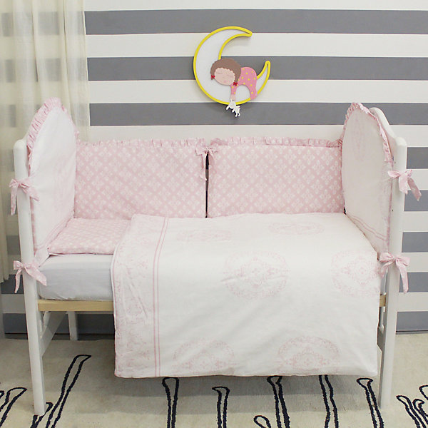 Постельное белье Фидера 6 пред., byTwinzПостельное белье в кроватку новорождённого<br>Комплект постельного белья byTwinz состоит из 6-ти предметов: бортик из подушек, подушка, одеяло, наволочка, пододеяльник и простынь. Постельное белье выполнено из гипоаллергенных материалов, наполнитель подушек и одеяла экологически чистый. <br><br>Мягкий бортик состоит из 6-ти подушек, которые размещаются по периметру кроватки и крепятся к бортику с помощью тканевых завязок. Наволочки подушек съемные. <br>Пододеяльник застегивается на молнию, которая находится с боковой стороны изделия (продольный край). <br>Простынь на резинке надежно фиксируется, не сминается и не сползает. <br><br>Комплект в кроватку «Фидера» предназначен для детских кроваток размером 120х60 см и 125х65 см. <br><br>Дополнительная информация:<br><br>Размеры: <br><br>- бортики-подушки, 6 шт.: 30х60 см каждая;<br>- наволочки на молнии на бортики-подушки, 6 шт.: 33х63 см каждая;<br>- детская подушка: 35х45 см;<br>- детское одеяло: 100х140 см;<br>- пододеяльник на молнии: 105х145 см;<br>- наволочка: 36х46 см; <br>- простынь на резинке: 125х65 см.<br><br>Материал: 100% хлопок<br>Наполнитель (подушки, одеяло): холлофайбер<br><br>Постельное белье Фидера 6 пред., byTwinz можно купить в нашем интернет-магазине.<br><br>Ширина мм: 580<br>Глубина мм: 580<br>Высота мм: 180<br>Вес г: 3000<br>Возраст от месяцев: 0<br>Возраст до месяцев: 36<br>Пол: Унисекс<br>Возраст: Детский<br>SKU: 5045078