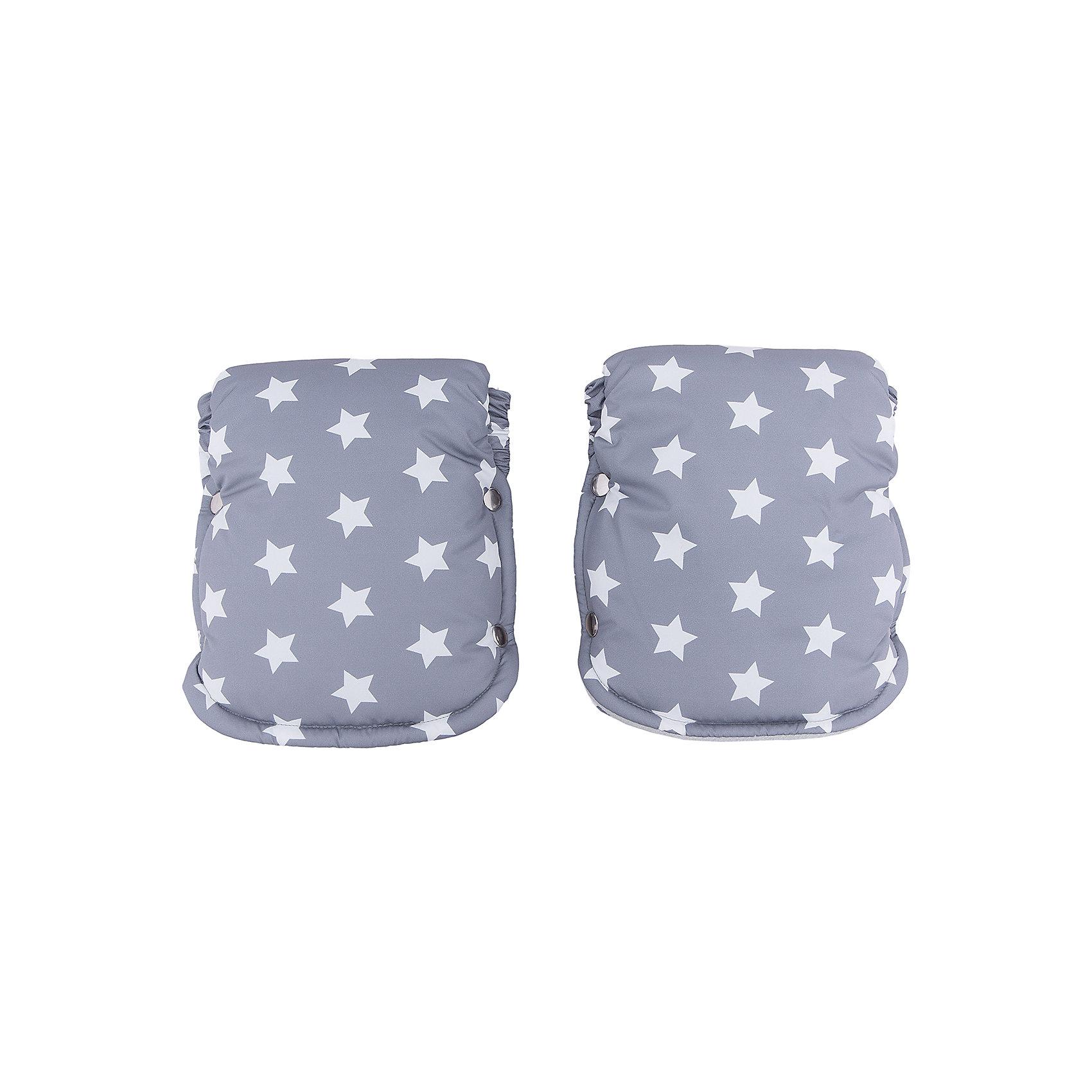 Муфта для рук (рукавички) Осло, byTwinz, цветнойАксессуары для колясок<br>Теплые рукавицы на осенне-зимний период защищают руки мамы, бабушки или няни от ветра, холода и непогоды, согревают их и помогают сохранить здоровье и бархатность кожи рук. Муфра для рук состоит из двух рукавичек, которые застегиваются на кнопки, используется как для колясок с цельной ручкой, так для колясок с отдельными ручками. <br><br>Дополнительная информация:<br><br>Температурный режим: до -15 градусов<br><br>Материал: <br><br>- верх: непромокаемая ткань, <br>- подкладка: флис, <br>- утеплитель: холофайбер.<br><br>Муфту для рук (рукавички) Осло, byTwinz, цветную можно купить в нашем интернет-магазине.<br><br>Ширина мм: 250<br>Глубина мм: 230<br>Высота мм: 130<br>Вес г: 180<br>Возраст от месяцев: 0<br>Возраст до месяцев: 36<br>Пол: Унисекс<br>Возраст: Детский<br>SKU: 5045082