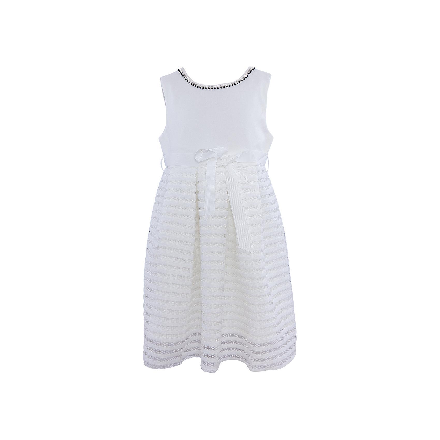 Нарядное платье для девочки Sweet BerryХарактеристики:<br><br>• Вид одежды: платье<br>• Предназначение: для праздника, торжеств<br>• Сезон: круглый год<br>• Материал: верх – 95% полиэстер, 5% эластан; подкладка – 100% хлопок<br>• Цвет: белый<br>• Силуэт: классический А-силуэт<br>• Длина платья: миди<br>• Вырез горловины: круглый, оформлен декоративной тесьмой-ожерельем<br>• Наличие репсового пояса<br>• Застежка: молния на спинке<br>• Особенности ухода: ручная стирка без применения отбеливающих средств, глажение при низкой температуре <br><br>Sweet Berry – это производитель, который сочетает в своей одежде функциональность, качество, стиль и следование современным мировым тенденциям в детской текстильной индустрии. <br>Стильное платье для девочки от знаменитого производителя детской одежды Sweet Berry выполнено из полиэстера с хлопковой подкладкой. Изделие имеет классический силуэт с отрезной талией и юбку с 3-d эффектом. Полочка выполнена из легкого трикотажа, вырез горловины оформлен декоративной тесьмой-ожерельем серебристого цвета. В комплекте имеется неширокий репсовый пояс. Праздничное платье от Sweet Berry – это залог успеха вашего ребенка на любом торжестве!<br><br>Платье для девочки Sweet Berry можно купить в нашем интернет-магазине.<br><br>Ширина мм: 236<br>Глубина мм: 16<br>Высота мм: 184<br>Вес г: 177<br>Цвет: белый<br>Возраст от месяцев: 36<br>Возраст до месяцев: 48<br>Пол: Женский<br>Возраст: Детский<br>Размер: 104,98,110,116,122,128<br>SKU: 5052189