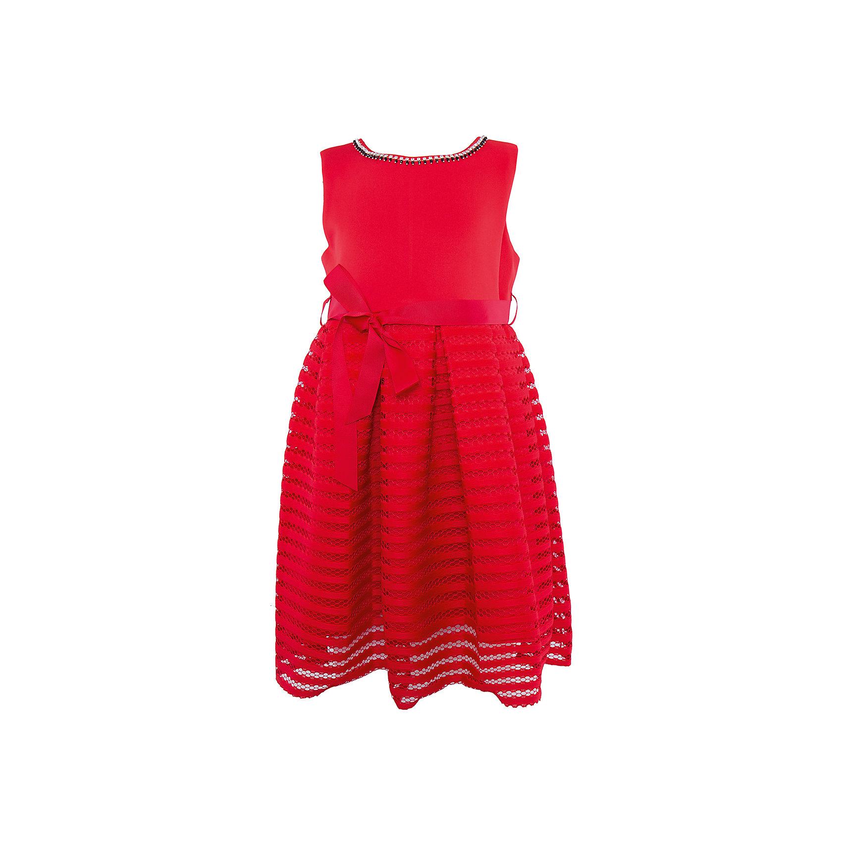 Нарядное платье для девочки Sweet BerryОдежда<br>Характеристики:<br><br>• Вид одежды: платье<br>• Предназначение: для праздника, торжеств<br>• Сезон: круглый год<br>• Материал: верх – 95% полиэстер, 5% эластан; подкладка – 100% хлопок<br>• Цвет: красный<br>• Силуэт: классический А-силуэт<br>• Длина платья: миди<br>• Вырез горловины: круглый, оформлен декоративной тесьмой-ожерельем<br>• Наличие репсового пояса<br>• Застежка: молния на спинке<br>• Особенности ухода: ручная стирка без применения отбеливающих средств, глажение при низкой температуре <br><br>Sweet Berry – это производитель, который сочетает в своей одежде функциональность, качество, стиль и следование современным мировым тенденциям в детской текстильной индустрии. <br>Стильное платье для девочки от знаменитого производителя детской одежды Sweet Berry выполнено из полиэстера с хлопковой подкладкой. Изделие имеет классический силуэт с отрезной талией и юбку с 3-d эффектом. Полочка выполнена из легкого трикотажа, вырез горловины оформлен декоративной тесьмой-ожерельем серебристого цвета. В комплекте имеется неширокий репсовый пояс. Праздничное платье от Sweet Berry – это залог успеха вашего ребенка на любом торжестве!<br><br>Платье для девочки Sweet Berry можно купить в нашем интернет-магазине.<br><br>Ширина мм: 236<br>Глубина мм: 16<br>Высота мм: 184<br>Вес г: 177<br>Цвет: красный<br>Возраст от месяцев: 36<br>Возраст до месяцев: 48<br>Пол: Женский<br>Возраст: Детский<br>Размер: 104,98,110,116,122,128<br>SKU: 5052196