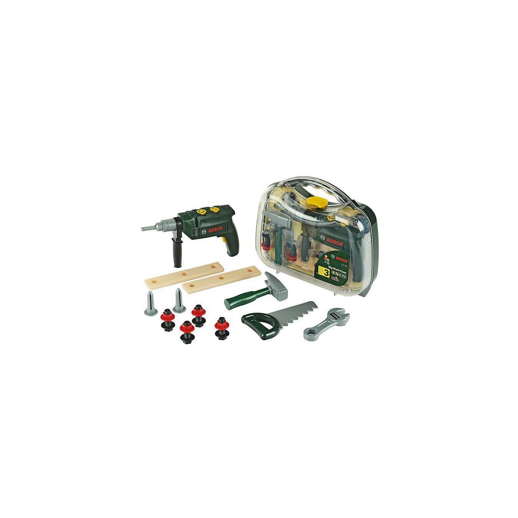 Набор инструментов с дрелью Bosch, KleinМастерская и инструменты<br>Набор инструментов с дрелью Bosch (Бош) от популярного немецкого бренда игрушек для детей Klein (Кляйн) станет отличным дополнением к играм мальчиков. Стильный и современный полупрозрачный чемоданчик включает в себя все нужные предметы для починки и создания нового. В набор включена интерактивная дрель с кнопкой, издающая звуки, болты с шайбами,  гаечный ключ, слесарный молоток, гвозди, пила. В чемоданчик вошли бруски с отверстиями. С такой игрушкой ребенок легко освоит основные инструменты и научится в ними обращаться в дружелюбной среде. Играя с набором ребенок сможет развить воображение и моторику рук.<br>Дополнительная информация:<br><br>- В комплект входит: чемодан, интерактивная молоток, дрель, пила, гаечный ключ, болты с шайбами 4 шт., гвозди 2 шт., 2 пластиковых бруска<br>- Состав: пластик<br>- Параметры: 27 * 8 * 22 см. <br>- Элементы питания: 2 * 1,5 V (R6) АА  <br><br>Набор инструментов с дрелью, Klein (Кляйн) можно купить в нашем интернет-магазине.<br>Подробнее:<br>• Для детей в возрасте: от 3 до 6 лет <br>• Номер товара: 5055279<br>Страна производитель: Китай<br><br>Ширина мм: 283<br>Глубина мм: 540<br>Высота мм: 266<br>Вес г: 800<br>Возраст от месяцев: 36<br>Возраст до месяцев: 120<br>Пол: Мужской<br>Возраст: Детский<br>SKU: 5055279
