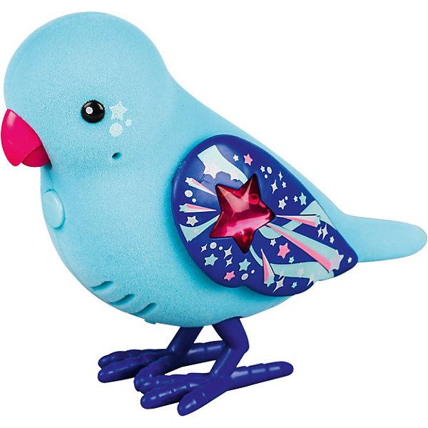 Интерактивная птичка, голубая с красным клювом, Little Live PetsИнтерактивные животные<br>Интерактивная птичка голубая с красным клювом, Little Live Pets (Литтл лайв петс) от австралийского бренда Moose (Мус). Новая нежная игрушка – птичка, очень приятна на ощупь, ее тельце как будто сделано из бархата. Лапки сделаны как настоящие с небольшим рифлением и изгибами. Яркие крылышки отлично подходят к голубому цвету птички и яркому клювику. Птичка может щебетать до тридцати собственных мелодий, и щебечет от поглаживания по спинке. Движения клювиком совпадают с щебетанием птички, что выглядит очень правдоподобно. Нажав на кнопку на грудке птички и дождавшись двойного щебета, птичка станет учить вашу фразу или мелодию. Фраза воспроизводится модифицированным голосом птички, что тоже выглядит очень правдоподобно. С птичкой можно придумать много игр и почувствовать, будто дома появился новый домашний питомец. Игрушка поможет развить воображение и творческие навыки. <br><br>Дополнительная информация:<br><br>- В комплект входит: 1 птичка в блистере<br>- Состав: пластик, флок<br>- Элементы питания: 2 батарейки типа ААА (в комплекте отсутствуют)<br>- 30 различных стилей щебетания<br>- Можно записывать свои фразы<br>- Параметры упаковки: 22 * 5 * 14 см. <br><br><br>Интерактивную птичку, голубая с красным клювом, Little Live Pets (Литтл лайв петс), Moose (Мус) можно купить в нашем интернет-магазине.<br>Подробнее:<br>• Для детей в возрасте: от 5 до 8 лет <br>• Номер товара: 5055293<br>Страна производитель: Китай<br><br>Ширина мм: 220<br>Глубина мм: 142<br>Высота мм: 58<br>Вес г: 121<br>Возраст от месяцев: 60<br>Возраст до месяцев: 108<br>Пол: Унисекс<br>Возраст: Детский<br>SKU: 5055293