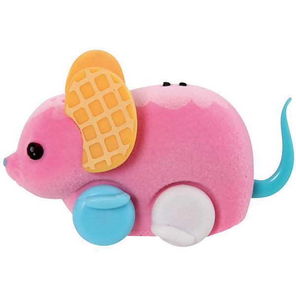 Интерактивная мышка в колесе, розовая, Little Live PetsИнтерактивные игрушки для малышей<br>Интерактивная мышка в колесе, розовая, Little Live Pets (Литтл лайв петс) от австралийского бренда Moose (Мус). Новая нежная игрушка – мышка, очень приятна на ощупь, ее тельце как будто сделано из бархата. Лапки сделаны в виде колесиков, которые позволяют мышке бегать. Красивые большие ушки мышки отлично сочетаются с рисунками на спинке и хвостиком. Мышка может пищать и издават интересные звуки, как настоящая если ее поглаживать по спинке. Движения мышки очень похожи на настоящую. В комплект входит розовое колесо для бега. С мышкой можно придумать много игр и почувствовать, будто дома появился новый домашний питомец. <br><br>Дополнительная информация:<br><br>- В комплект входит: 1 мышка, колесо<br>- Состав: пластик, флок<br>- Элементы питания: 3 батарейки AG13 (LR44) (имеются в комплекте)<br>- Умеет пищать<br><br>Интерактивную мышку в колесе, розовая, Little Live Pets (Литтл лайв петс), Moose (Мус) можно купить в нашем интернет-магазине.<br>Подробнее:<br>• Для детей в возрасте: от 5 до 8 лет <br>• Номер товара: 5055298<br>Страна производитель: Китай<br>Ширина мм: 55; Глубина мм: 180; Высота мм: 220; Вес г: 200; Возраст от месяцев: 60; Возраст до месяцев: 120; Пол: Унисекс; Возраст: Детский; SKU: 5055298;
