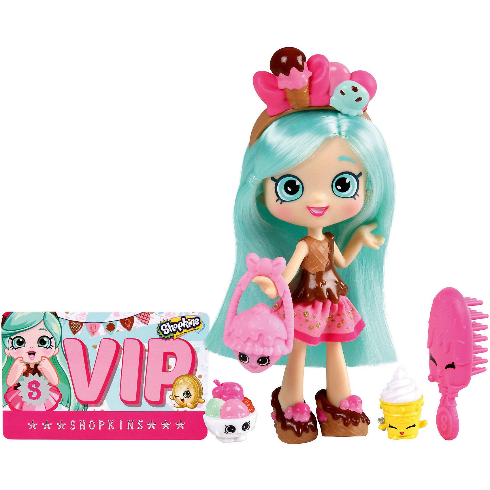Кукла Пеппа-Минт с аксессуарами, ShopkinsШопкинс - это любимые герои многих современных детей! Кукла в виде героини этого мультфильма Пеппы-Минт обязательно порадует ребенка, тем более, что она дополнена стильным нарядом и аксессуарами.<br>Такие игрушки способствуют развитию мелкой моторики, мышления и социальных навыков. Также куклы помогают девочкам научиться ухаживать за собой и за другими. Сделана из материалов, безопасных для детей.<br><br>Дополнительная информация:<br><br>комплектация: кукла, сумочка, 2 эксклюзивных Shopkins, расческа, VIP карточка и подставка для куклы;<br>рекомендуемый возраст: от трех лет;<br>материал: полимер.<br><br>Куклу Пеппа-Минт с аксессуарами от бренда Shopkins (Шопкинс) можно купить в нашем интернет-магазине.<br><br>Ширина мм: 68<br>Глубина мм: 170<br>Высота мм: 250<br>Вес г: 250<br>Возраст от месяцев: 36<br>Возраст до месяцев: 120<br>Пол: Женский<br>Возраст: Детский<br>SKU: 5055350