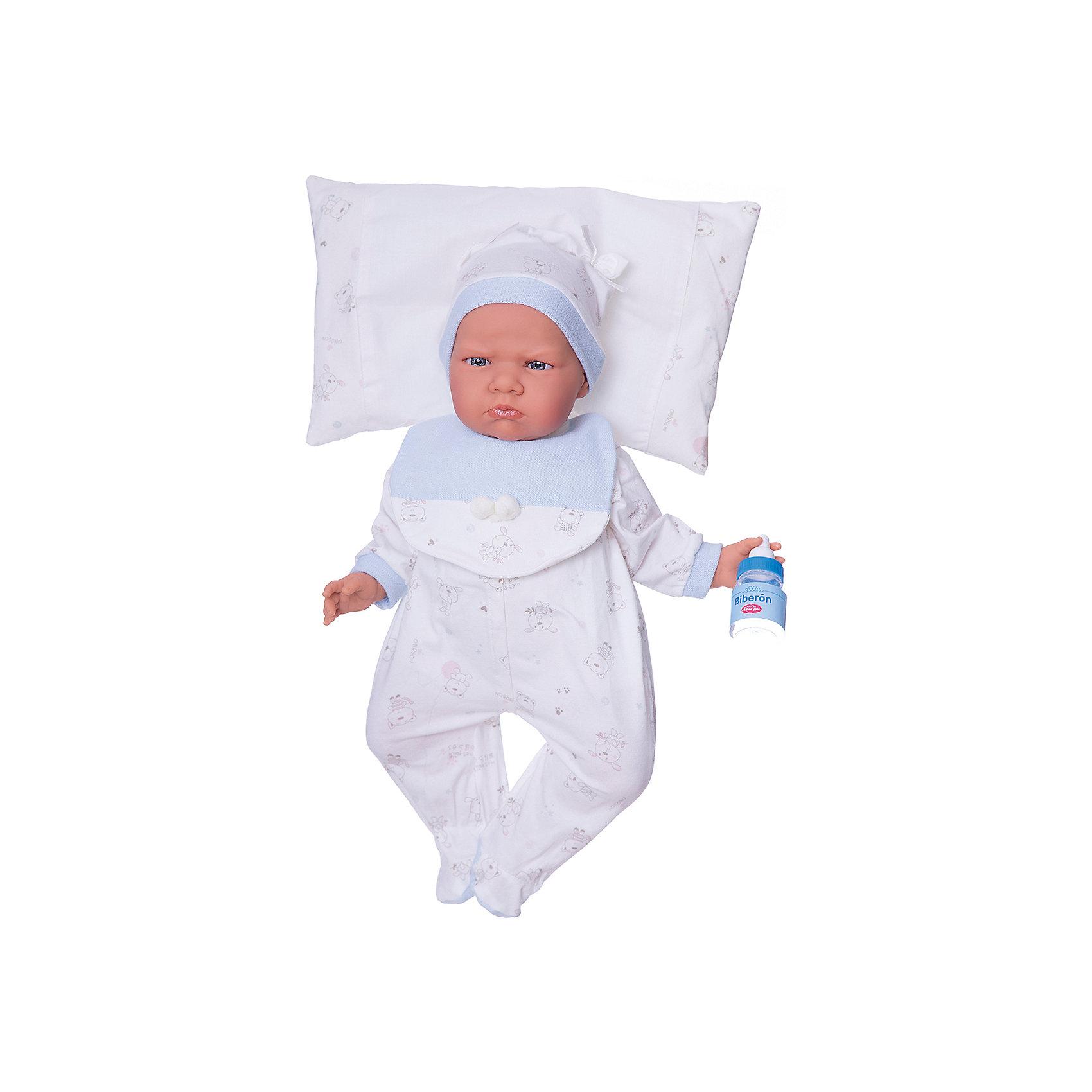 Кукла Бертина в голубом, озвученная, 52 см, Munecas Antonio JuanКукла Бертина в голубом, озвученная, 52 см, Munecas Antonio Juan (Мунекас Антонио Хуан).<br><br>Характеристики:<br><br>- Комплектация: кукла в одежде, бутылочка, подушка<br>- Материал: винил, текстиль<br>- Высота куклы: 52 см.<br>- Глаза не закрываются<br>- Интерактивные функции куклы: нажмите на животик 1 рази кукла начнет по детски лепетать<br>- Батарейки: 3 x AG13 / LR44 (входят в комплект).<br>- Упаковка: яркая подарочная коробка<br><br>Малышка Бертина невероятно похожа на настоящего младенца, совпадает даже рост (52 см). Анатомическая точность, с которой выполнена кукла, поражает! Голубые глазки, маленький носик, нежные щечки, улыбка, милые «перевязочки» на ручках и ножках придают кукле реалистичный вид и вызывают только самые положительные и добрые эмоции. Бертина одета белый в комбинезон с рисунком в виде зверушек, на груди голубая манишка, на голове - теплая мягкая шапочка с декоративными завязочками. Одежда дополнена голубыми вязаными манжетами. В комплекте также предусмотрена бутылочка и мягкая подушечка, на которую куклу можно удобно разместить. Кукла оснащена звуковым модулем, если нажать на животик, Бертина начнет реалистично агукать, как новорождённый ребенок. Тельце у куклы мягко-набивное, голова, ручки и ножки сделаны из высококачественного винила. Голова, ручки и ножки подвижны. Кукла изготовлена из высококачественных и экологически чистых материалов, поэтому безопасна для детей любого возраста, соответствует всем нормам и требованиям к качеству детских товаров. Образы малышей Мунекас разработаны известными европейскими дизайнерами. Они натуралистичны, анатомически точны.<br><br>Куклу Бертина в голубом, озвученную, 52 см, Munecas Antonio Juan (Мунекас Антонио Хуан) можно купить в нашем интернет-магазине.<br><br>Ширина мм: 59<br>Глубина мм: 29<br>Высота мм: 14<br>Вес г: 1825<br>Возраст от месяцев: 36<br>Возраст до месяцев: 2147483647<br>Пол: Женский<br>Возраст: Детский<br>SKU: 5055415