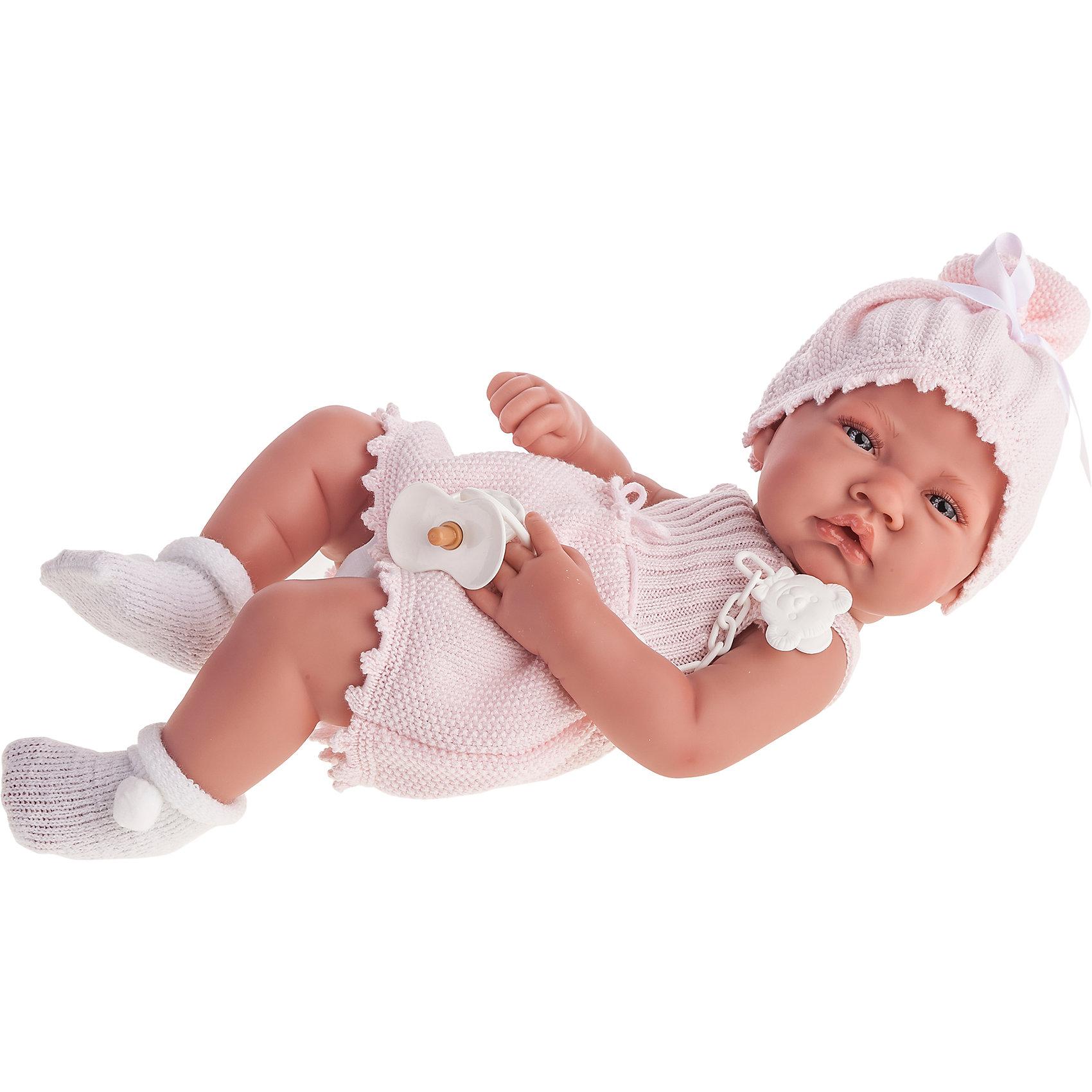 Кукла-младенец Мануэла, 42 см, Munecas Antonio JuanКлассические куклы<br>Кукла-младенец Мануэла, 42 см, Munecas Antonio Juan (Мунекас Антонио Хуан).<br><br>Характеристики:<br><br>- Комплектация: кукла, соска<br>- Материал: винил, текстиль<br>- Высота куклы: 42 см.<br>- Глаза не закрываются<br>- Упаковка: яркая подарочная коробка<br><br>Малышка Мануэла невероятно похожа на настоящего младенца. Анатомическая точность, с которой выполнена кукла, поражает! Выразительные глазки, маленький носик, пушистые ресницы, нежные щечки, пухлые губки, милые «перевязочки» на ручках и ножках придают кукле реалистичный вид и вызывают только самые положительные и добрые эмоции. Мануэла одета в розовое вязаное платьице и чепчик, украшенный белым бантиком, а на ее ножках – мягкие носочки с помпончиком. У куклы есть любимая белая соска, которая поставляется в комплекте с ней. Кукла изготовлена из высококачественного винила с покрытием софт тач, мягкого и приятного на ощупь. Голова, ручки и ножки подвижны. Кукла соответствует всем нормам и требованиям к качеству детских товаров. Образы малышей Мунекас разработаны известными европейскими дизайнерами. Они натуралистичны, анатомически точны.<br><br>Куклу-младенца Мануэла, 42 см, Munecas Antonio Juan (Мунекас Антонио Хуан) можно купить в нашем интернет-магазине.<br><br>Ширина мм: 50<br>Глубина мм: 26<br>Высота мм: 16<br>Вес г: 1775<br>Возраст от месяцев: 36<br>Возраст до месяцев: 2147483647<br>Пол: Женский<br>Возраст: Детский<br>SKU: 5055424