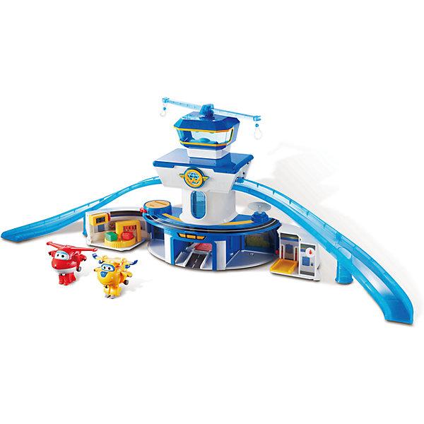 Набор «Аэропорт», Супер КрыльяИгрушки по суперценам!<br>Набор «Аэропорт», Супер Крылья.<br><br>Характеристики:<br><br>- В комплекте: игровая конструкция с аксессуарами, самолет-трансформер (2 шт.)<br>- Материал: пластик<br>- Размер конструкции: 89 см.<br>- Необходимы батарейки: 3 типа ААА<br>- Упаковка: картонная коробка<br><br>Функциональный игровой набор Аэропорт Супер Крылья включает игровую площадку и два самолета-трансформера, выполненных в виде персонажей известного детского мультфильма «Супер Крылья» - красный Джетт и желтый Донни. На территории игрушечного аэропорта множество подвижных деталей, предусмотрено включение световых и звуковых эффектов. Первый этаж игровой площадки раскладывается: с левой стороны - багажное отделение, с правой - площадка для подъема самолетика. Башня аэропорта оборудована подвижным лифтом со звуковыми и световыми эффектами, по обе стороны башни расположены две горки - взлетные полосы, на третьем этаже – диспетчерская. На крыше здания аэропорта установлены две вращающиеся планки с креплениями для самолетиков. Показания табло на здании можно менять, а антенну и радар поворачивать в разные стороны. Входящие в набор трансформеры Джетт и Донни легко трансформируются из самолетиков в роботов-человечков. Трансформация в три шага. Набор изготовлен из высококачественного пластика. Развивает логику, воображение и мелкую моторику рук ребенка.<br><br>Набор «Аэропорт», Супер Крылья можно купить в нашем интернет-магазине.<br>Ширина мм: 606; Глубина мм: 430; Высота мм: 165; Вес г: 1469; Возраст от месяцев: 36; Возраст до месяцев: 2147483647; Пол: Унисекс; Возраст: Детский; SKU: 5059833;