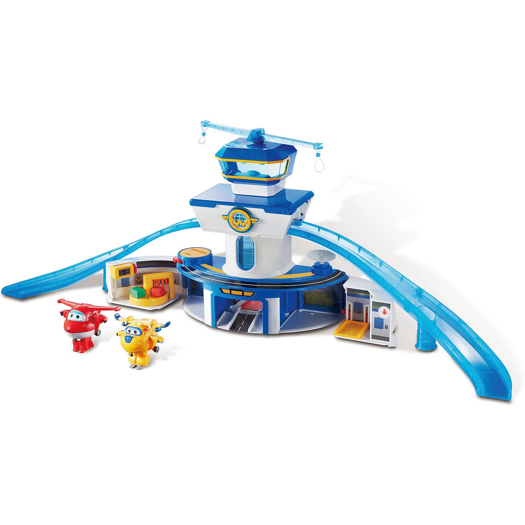 Набор «Аэропорт», Супер КрыльяСупер Крылья<br>Набор «Аэропорт», Супер Крылья.<br><br>Характеристики:<br><br>- В комплекте: игровая конструкция с аксессуарами, самолет-трансформер (2 шт.)<br>- Материал: пластик<br>- Размер конструкции: 89 см.<br>- Необходимы батарейки: 3 типа ААА<br>- Упаковка: картонная коробка<br><br>Функциональный игровой набор Аэропорт Супер Крылья включает игровую площадку и два самолета-трансформера, выполненных в виде персонажей известного детского мультфильма «Супер Крылья» - красный Джетт и желтый Донни. На территории игрушечного аэропорта множество подвижных деталей, предусмотрено включение световых и звуковых эффектов. Первый этаж игровой площадки раскладывается: с левой стороны - багажное отделение, с правой - площадка для подъема самолетика. Башня аэропорта оборудована подвижным лифтом со звуковыми и световыми эффектами, по обе стороны башни расположены две горки - взлетные полосы, на третьем этаже – диспетчерская. На крыше здания аэропорта установлены две вращающиеся планки с креплениями для самолетиков. Показания табло на здании можно менять, а антенну и радар поворачивать в разные стороны. Входящие в набор трансформеры Джетт и Донни легко трансформируются из самолетиков в роботов-человечков. Трансформация в три шага. Набор изготовлен из высококачественного пластика. Развивает логику, воображение и мелкую моторику рук ребенка.<br><br>Набор «Аэропорт», Супер Крылья можно купить в нашем интернет-магазине.<br><br>Ширина мм: 606<br>Глубина мм: 430<br>Высота мм: 165<br>Вес г: 1469<br>Возраст от месяцев: 36<br>Возраст до месяцев: 2147483647<br>Пол: Унисекс<br>Возраст: Детский<br>SKU: 5059833