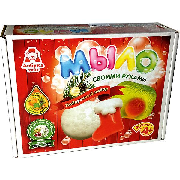 Подарочный набор для мыловарения РождествоНаборы для создания мыла<br>Характеристики товара:<br><br>• упаковка: коробка<br>• количество цветов: 5<br>• возраст: 4+<br>• масса: 400 г<br>• габариты: 70х220х170 мм<br>• комплектация: натуральная мыльная основа (5 видов), эфирное масло (5 видов), деревянная палочка, емкость для растапливания, формочки - 5 шт., инструкция<br>• страна бренда: РФ<br>• страна изготовитель: РФ<br><br>Мыловарение – интересный и необычный способ занять малыша. Ошибочно полагать, что создавать мыло – творчество только для девочек. В новом наборе формочки позволяют варить мыло в форме различных предметов. На выходе у ребенка получится настоящее мыло, готовое к использованию. Благодаря эфирным маслам оно будет приятно пахнуть. В наборе есть все необходимое для создания продукта.<br>Набор станет отличным подарком ребенку, так как он сможет сам сделать полезную вещь для себя или в качестве подарка близким! Материалы, использованные при изготовлении товара, сертифицированы и отвечают всем международным требованиям по качеству. <br><br>Набор Мыло Рождество от бренда Азбука Тойс можно приобрести в нашем интернет-магазине.<br><br>Ширина мм: 220<br>Глубина мм: 70<br>Высота мм: 170<br>Вес г: 400<br>Возраст от месяцев: 48<br>Возраст до месяцев: 96<br>Пол: Унисекс<br>Возраст: Детский<br>SKU: 5062862