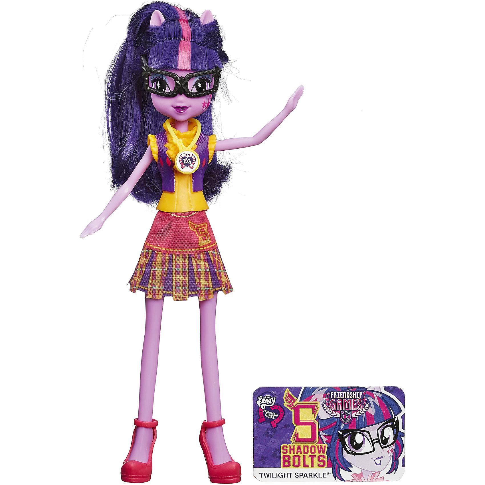 Кукла Вондерколт, Эквестрия Герлз, B1769/B2022Характеристики куклы Вондерколт, Эквестрия Герлз (Equestria Girls):<br><br>- возраст: от 5 лет<br>- герой: мои маленькие пони / my little pony<br>- пол: для девочек<br>- комплект: кукла, карточка.<br>- материал: пластик, текстиль.<br>- размер упаковки: 5 * 15 * 30 см.<br>- размер игрушки: 22 см.<br>- упаковка: картонная коробка блистерного типа.<br>- страна обладатель бренда: США.<br><br>Кукла Twilight Sparkle (Твайлайт Спаркл) Equestria Girls (Эквестрия Герлз) из коллекции Школьный дух - это скромная и очаровательная красавица, наряд которой демонстрирует нам школьную форму ученицы Кристальной Академии. Twilight Sparkle (Твайлайт Спаркл) в мире людей является прилежной школьницей, увлеченной науками. Она носит очки, а волосы собирает в высокий хвост.<br>Наряд куклы Twilight Sparkle (Твайлайт Спаркл) School Spirit представляет собой сочетание пластикового верха и текстильного низа. Обе части наряда можно снимать, как и обувь. На желтую рубашку словно надета фиолетовая жилетка. А юбка имеет классический для школьной формы фасон в складку. Туфли куколки тоже классические, с ремешками и на небольшом каблучке.<br>Волосы Twilight Sparkle (Твайлайт Спаркл) можно расчесывать, а руки и ноги двигать (в локтях и коленях они не сгибаются). Набор укомплектован карточкой персонажа, а также необычным кулоном со специальной эмблемой. Просто просканируйте ее приложением Девушки Эквестрии на Вашем мобильном устройстве, чтобы открыть в виртуальном мире игры новые возможности.<br><br>Куклу Equestria Girls (Эквестрия Герлз) Twilight Sparkle (Твайлайт Спаркл) торговой марки Hasbro (Хасбо) можно купить в нашем интернет-магазине.<br><br>Ширина мм: 150<br>Глубина мм: 300<br>Высота мм: 50<br>Вес г: 500<br>Возраст от месяцев: 60<br>Возраст до месяцев: 144<br>Пол: Женский<br>Возраст: Детский<br>SKU: 5064158