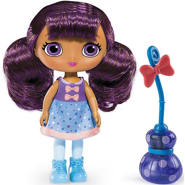 Кукла со светом и звуком Лавендер, 20 см, Маленькие волшебницы, Spin MasterКуклы<br>Кукла со светом и звуком Лавендер, 20 см, Маленькие волшебницы, Spin Master<br><br>Характеристики куклы Little Charmers:<br><br>• световые эффекты: если усадить куклу на метлу и наклонить, метла начнет светиться;<br>• звуковые эффекты: свистящий звук полета во время движения;<br>• высота куклы: 20 см;<br>• материал: пластик, текстиль;<br>• батарейки включены в комплект;<br>• размер упаковки: 25х28х8 см;<br>• вес упаковки: 250 г.<br><br>Маленькие волшебницы Little Charmers очень дружны между собой. Мастерица магических зелий Лавендер - яркая и терпеливая героиня. Волосы баклажанового цвета нейлоновые, их можно расчесывать. Руки и ноги поднимаются и опускаются, голова поворачивается. Кукла Лавендер может занимать положение «сидя», когда летит на своей волшебной метле. <br><br>В процессе игры с куклами Литтл Чармерс у девочек развивается фантазия, появляется возможность обыграть сцены из мультфильма. <br><br>Куклу со светом и звуком Лавендер, 20 см, Маленькие волшебницы, Spin Master можно купить в нашем интернет-магазине.<br>Ширина мм: 255; Глубина мм: 75; Высота мм: 280; Вес г: 507; Возраст от месяцев: 36; Возраст до месяцев: 2147483647; Пол: Женский; Возраст: Детский; SKU: 5064310;