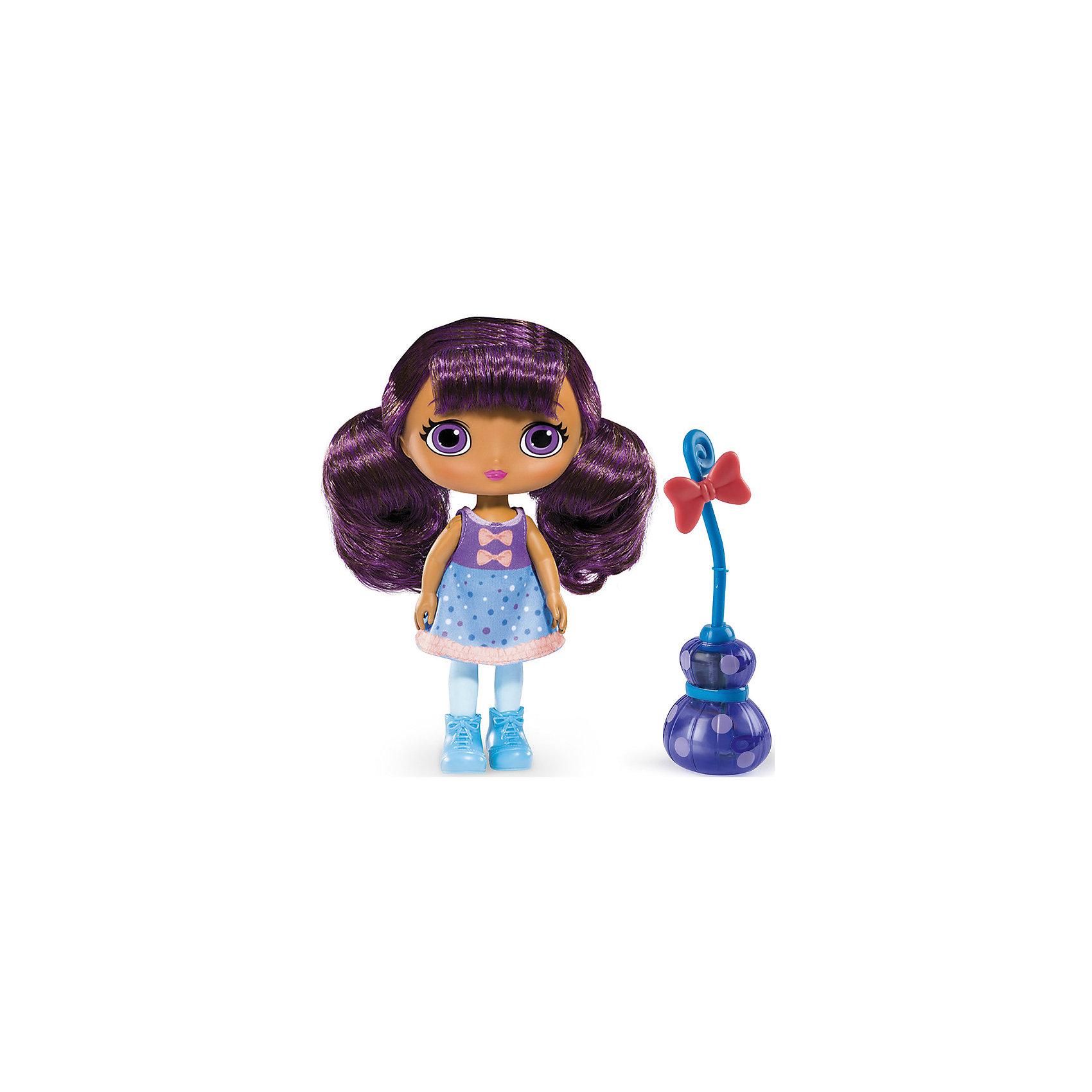 Кукла со светом и звуком Лавендер, 20 см, Маленькие волшебницы, Spin MasterИнтерактивные куклы<br>Кукла со светом и звуком Лавендер, 20 см, Маленькие волшебницы, Spin Master<br><br>Характеристики куклы Little Charmers:<br><br>• световые эффекты: если усадить куклу на метлу и наклонить, метла начнет светиться;<br>• звуковые эффекты: свистящий звук полета во время движения;<br>• высота куклы: 20 см;<br>• материал: пластик, текстиль;<br>• батарейки включены в комплект;<br>• размер упаковки: 25х28х8 см;<br>• вес упаковки: 250 г.<br><br>Маленькие волшебницы Little Charmers очень дружны между собой. Мастерица магических зелий Лавендер - яркая и терпеливая героиня. Волосы баклажанового цвета нейлоновые, их можно расчесывать. Руки и ноги поднимаются и опускаются, голова поворачивается. Кукла Лавендер может занимать положение «сидя», когда летит на своей волшебной метле. <br><br>В процессе игры с куклами Литтл Чармерс у девочек развивается фантазия, появляется возможность обыграть сцены из мультфильма. <br><br>Куклу со светом и звуком Лавендер, 20 см, Маленькие волшебницы, Spin Master можно купить в нашем интернет-магазине.<br><br>Ширина мм: 255<br>Глубина мм: 75<br>Высота мм: 280<br>Вес г: 507<br>Возраст от месяцев: 36<br>Возраст до месяцев: 2147483647<br>Пол: Женский<br>Возраст: Детский<br>SKU: 5064310