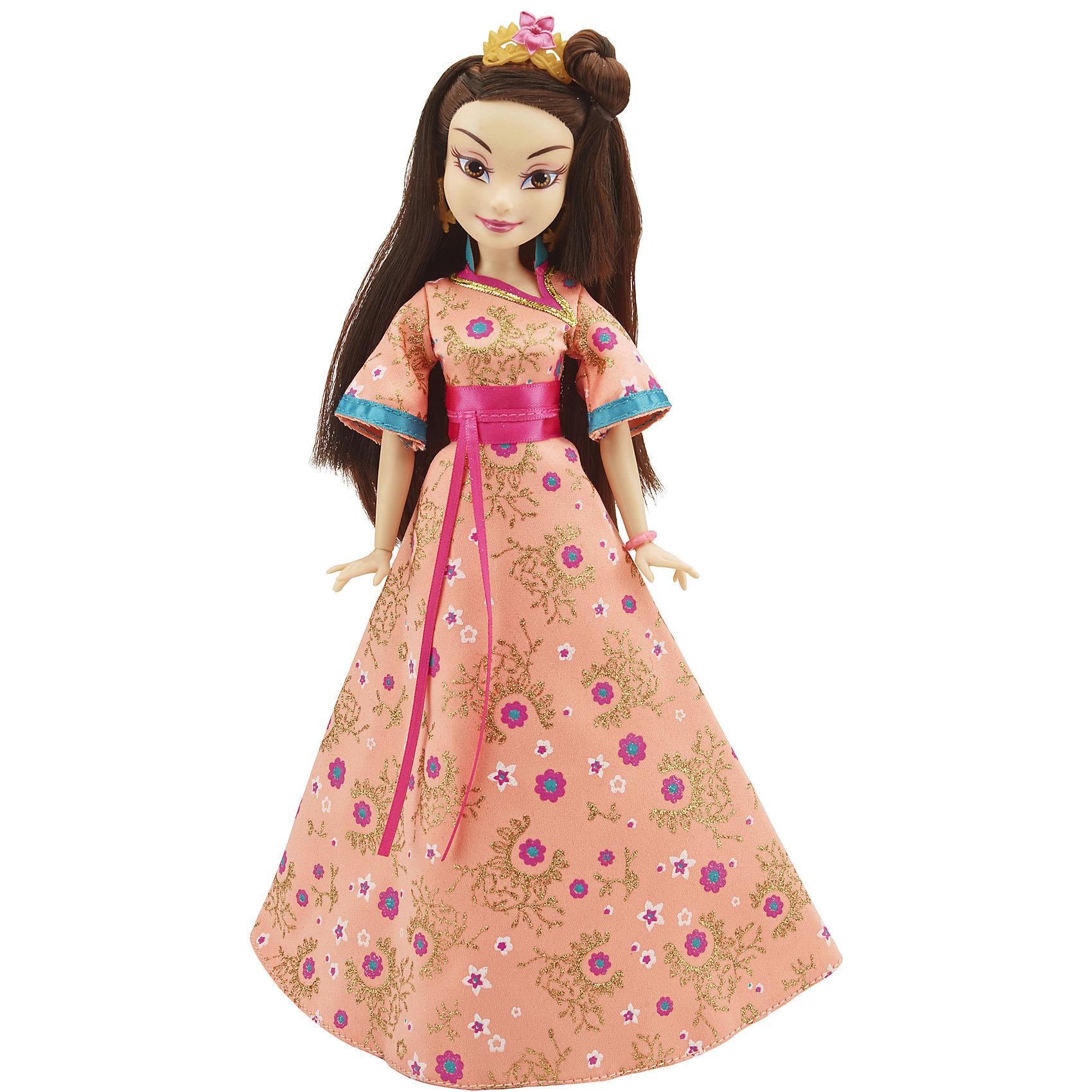 Кукла Лони, светлые герои в платьях для коронации, Наследники, DisneyИгрушки<br>Светлые герои в платьях для коронации, Наследники, Disney, B3123/B3126.<br><br>Характеристики:<br><br>- В наборе: 1 кукла в платье для коронации, диадема, браслет, сумочка, кольцо для девочки<br>- Высота куклы: 27,5 см.<br>- Материал: высококачественный пластик, текстиль<br><br>Замечательная кукла Лони станет приятным подарком для девочки - поклонницы мультфильма «Наследники». Кукла выполнена с соблюдением внешних особенностей диснеевской героини Лони из Аурадона, дочери Фа Мулан и Ли Шанга, и одета в праздничное платье для коронации. На ней пышное шелковое платье в восточном стиле с цветочными узорами. На ногах - золотистые с синим туфельки, которые сочетаются с сумочкой. Образ куклы дополнен диадемой и браслетом, а платье украшено шикарным атласным розовым поясом. У куклы красивые густые волосы, которые можно расчесывать и заплетать. Макияж Лони подчеркивает выразительность глаз, а длинные нарисованные реснички делают взгляд проницательным и ярким. А еще вашу малышку ждет приятный сюрприз - в набор входит золотистое колечко с гербом, которое она сможет носить на своей руке. Кукла имеет шарнирное соединение в 11 точках артикуляции, и может принимать любую позу. Игрушка выполнена из качественных, нетоксичных материалов, сертифицированных для производства детских товаров. Используемые красители безопасны для ребёнка.<br><br>Набор Светлые герои в платьях для коронации, Наследники, Disney, B3123/B3126 можно купить в нашем интернет-магазине.<br><br>Ширина мм: 63<br>Глубина мм: 253<br>Высота мм: 1750<br>Вес г: 393<br>Возраст от месяцев: 72<br>Возраст до месяцев: 168<br>Пол: Женский<br>Возраст: Детский<br>SKU: 5064679