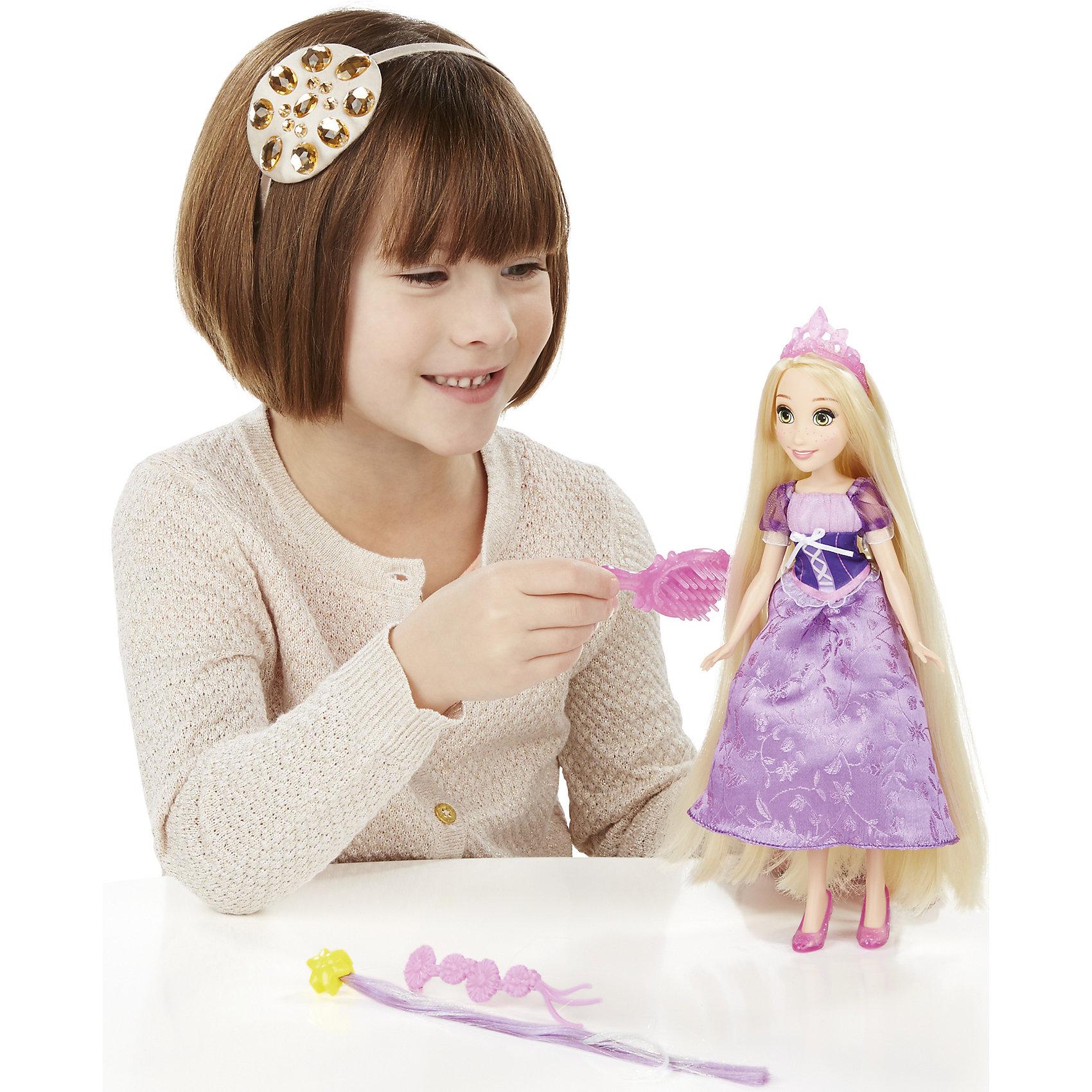Базовая кукла Принцесса Рапунцель с длинными волосами, c аксессуарами, B5292/B5294Базовая кукла Принцесса в с длинными волосами, c аксессуарами, B5292/B5294.<br><br>Характеристики:<br><br>- В наборе: кукла, тиара, дополнительные пряди волос, заколки для волос, расческа, на обороте которой находится зеркальце<br>- Материал: высококачественный пластик, текстиль<br>- Размер упаковки: 16,5х6,4х35,6 см.<br><br>Очаровательная кукла от торговой марки Hasbro (Хасбро) станет любимой игрушкой вашей маленькой принцессы. Кукла изготовлена из прочного пластика, а ее одежда пошита из высококачественного текстиля. Она выполнена в виде в виде Рапунцель, героини одноименного мультфильма. Кукла имеет высокую степень детализации, даже самые мелкие детали качественно прорисованы. Рапунцель одета в красивое бальное платье фиалкового цвета с объемными рукавами-фонариками, украшенное вышивкой, на ногах у нее сиреневые туфельки, на голове - розовая тиара. Локоны принцессы можно расчесывать и создавать красивые прически. Для этого в комплект входят различные аксессуары - расческа, цветные пряди волос и заколки. Кукла может двигать руками, ногами, а также вращать головой. С замечательной куклой ваша малышка окунется в сказочный мир, и будет придумывать увлекательные истории про любимую героиню.<br><br>Базовую куклу Принцесса в с длинными волосами, c аксессуарами, B5292/B5294 можно купить в нашем интернет-магазине.<br><br>Ширина мм: 327<br>Глубина мм: 164<br>Высота мм: 1600<br>Вес г: 210<br>Возраст от месяцев: 36<br>Возраст до месяцев: 72<br>Пол: Женский<br>Возраст: Детский<br>SKU: 5064698