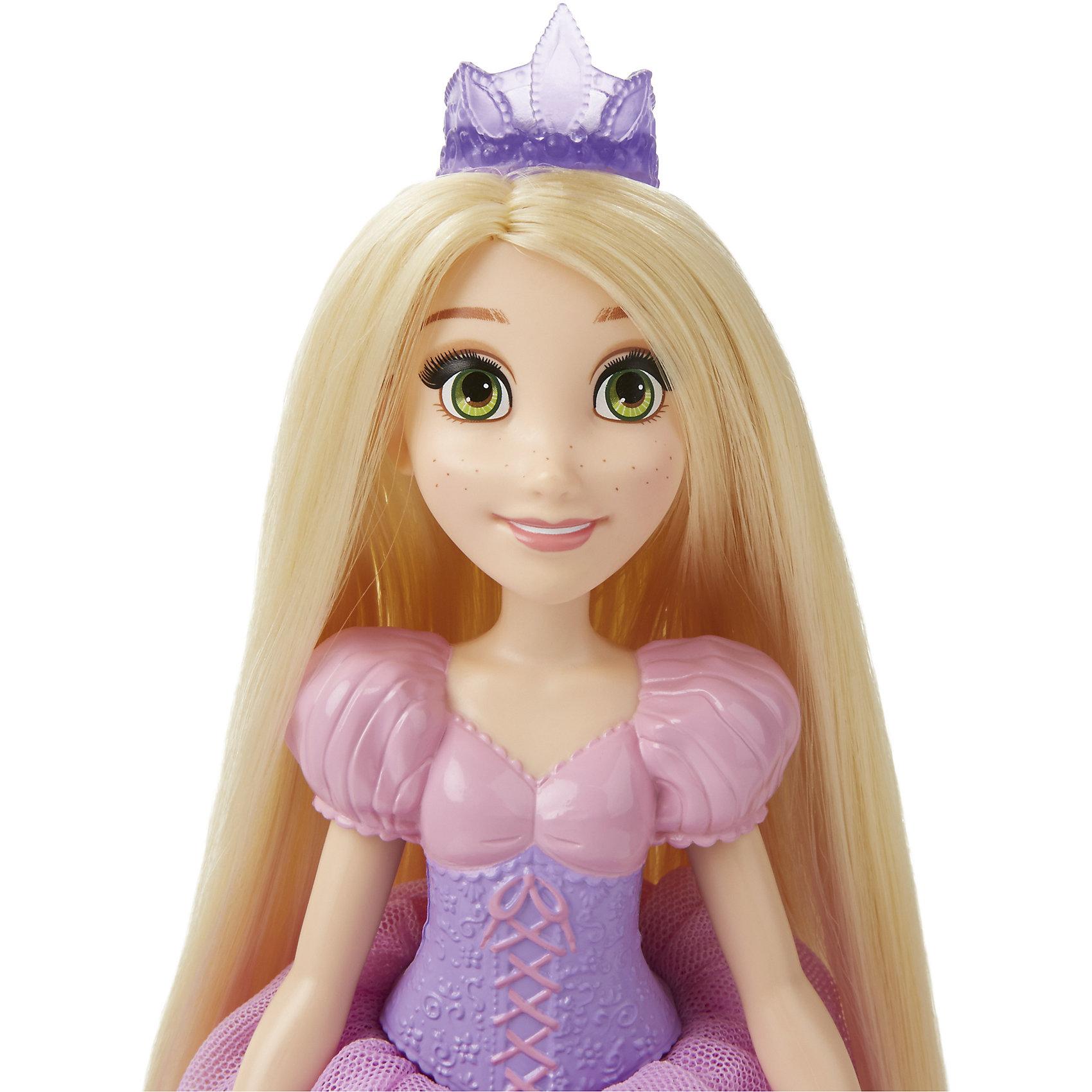 Куклы Принцесса Рапунцель для игры с водой, Принцессы Дисней, B5302/B5304Игрушки<br>Куклы Принцессы Рапунцель для игры с водой, Принцессы Дисней, B5302/B5304.<br><br>Характеристики:<br><br>- В наборе: кукла, ложечка для мыльных пузырей<br>- Раствор для выдувания пузырей не входит в комплект<br>- Материал: высококачественный пластик, текстиль<br>- Высота куклы: 28 см.<br>- Размер упаковки: 15,2х6,4х35,6 см.<br><br>Очаровательная кукла в виде Рапунцель, героини одноименного мультфильма, от торговой марки Hasbro (Хасбро) станет любимой игрушкой вашей маленькой принцессы. Кукла имеет высокую степень детализации, даже самые мелкие детали качественно прорисованы. Рапунцель одета в красивое розовой платье с рукавами-фонариками. На голове у Рапунцель - тиара, как и полагается настоящей принцессе. Однако она не только выполняет декоративную функцию, но и является уникальным игровым аксессуаром - из нее можно пускать самые настоящие мыльные пузыри! Для этого нужно залить мыльный раствор в отверстие в спине куклы, которое закрывается герметичной крышкой, а затем надавить на куклу. Кроме того, с помощью аксессуара, входящего в комплект, можно пускать мыльные пузыри обычным способом. Руки, ноги и голова куклы подвижны, а ее роскошные, длинные волосы можно расчесывать и укладывать в различные прически. Кукла изготовлена из прочного пластика, а ее одежда пошита из высококачественного текстиля.<br><br>Куклу Принцессы Рапунцель для игры с водой, Принцессы Дисней, B5302/B5304 можно купить в нашем интернет-магазине.<br><br>Ширина мм: 64<br>Глубина мм: 152<br>Высота мм: 1700<br>Вес г: 183<br>Возраст от месяцев: 36<br>Возраст до месяцев: 144<br>Пол: Женский<br>Возраст: Детский<br>SKU: 5064700