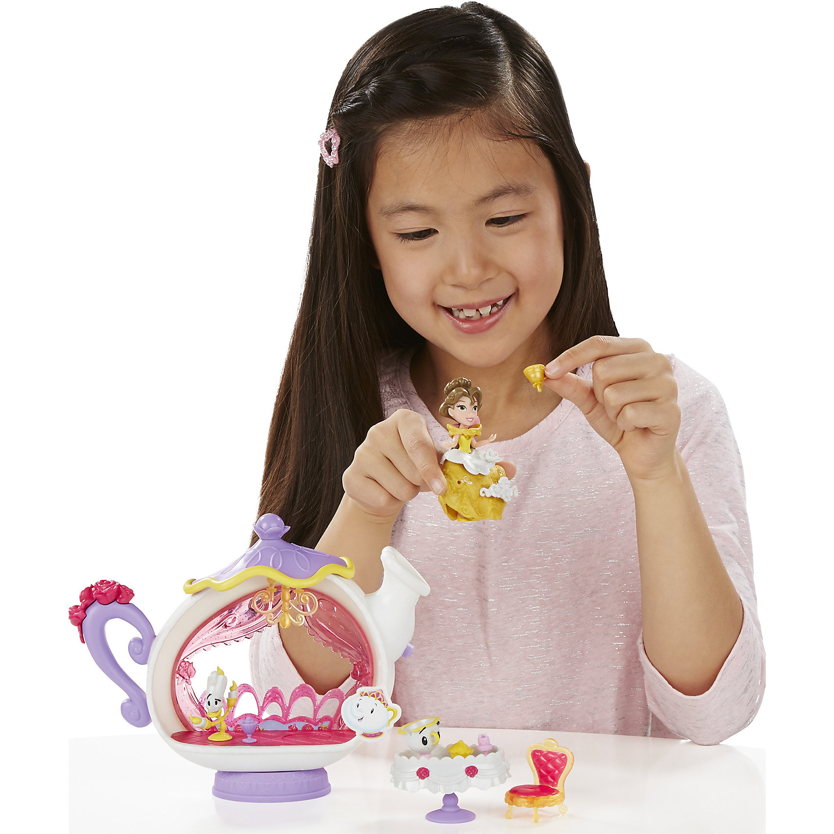 Игровой набор Маленькая кукла Принцесса, с аксессуарами Белль, B5344/B5346Игрушки<br>Игровой набор Маленькая кукла Принцесса, с аксессуарами, B5344/B5346.<br><br>Характеристики:<br><br>- В наборе: кукла Бэлль; фигурка Чипа; фигурка Люмьера; стол; стул; столовые приборы; желоб для сладостей; 3 украшения<br>- Материал: высококачественный пластик<br>- Высота куклы: 7,5 см.<br>- Размер упаковки: 6,6х30,5х22,9 см.<br><br>Очаровательная и веселая диснеевская принцесса Бэлль хочет провести веселый ужин со своими заколдованными друзьями. Бэлль накрыла роскошный стол, чтобы поужинать в веселой компании канделябра Люмьера и чашки Чипа. Куколка, входящая в набор, относится к целой серии игрушек под названием Disney Princess Little Kingdom, поэтому имеет небольшой размер - всего 7,5 см. Не смотря на это, у нее красивый дизайн, а также превосходная детализация! Кукла может сидеть и стоять. Данный набор еще интересен и тем, что в платье куколки есть крохотные дырочки, в которые ребенок сможет прикрепить красивые тематические аксессуары из набора. Игровой набор изготовлен из качественного, нетоксичного пластика.<br><br>Игровой набор Маленькая кукла Принцесса, с аксессуарами, B5344/B5346 можно купить в нашем интернет-магазине.<br><br>Ширина мм: 65<br>Глубина мм: 305<br>Высота мм: 1400<br>Вес г: 415<br>Возраст от месяцев: 48<br>Возраст до месяцев: 96<br>Пол: Женский<br>Возраст: Детский<br>SKU: 5064708